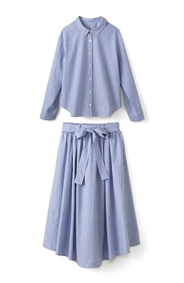 エムトロワ 抜き衿シャツ&ふんわりスカートの総柄セットアップ <ホワイト×ブルー>の商品写真