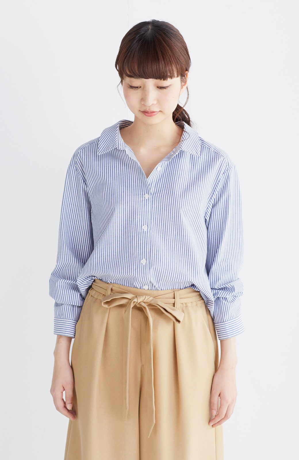 エムトロワ 抜き衿シャツ&ふんわりスカートの総柄セットアップ <ホワイト×ブルー>の商品写真31