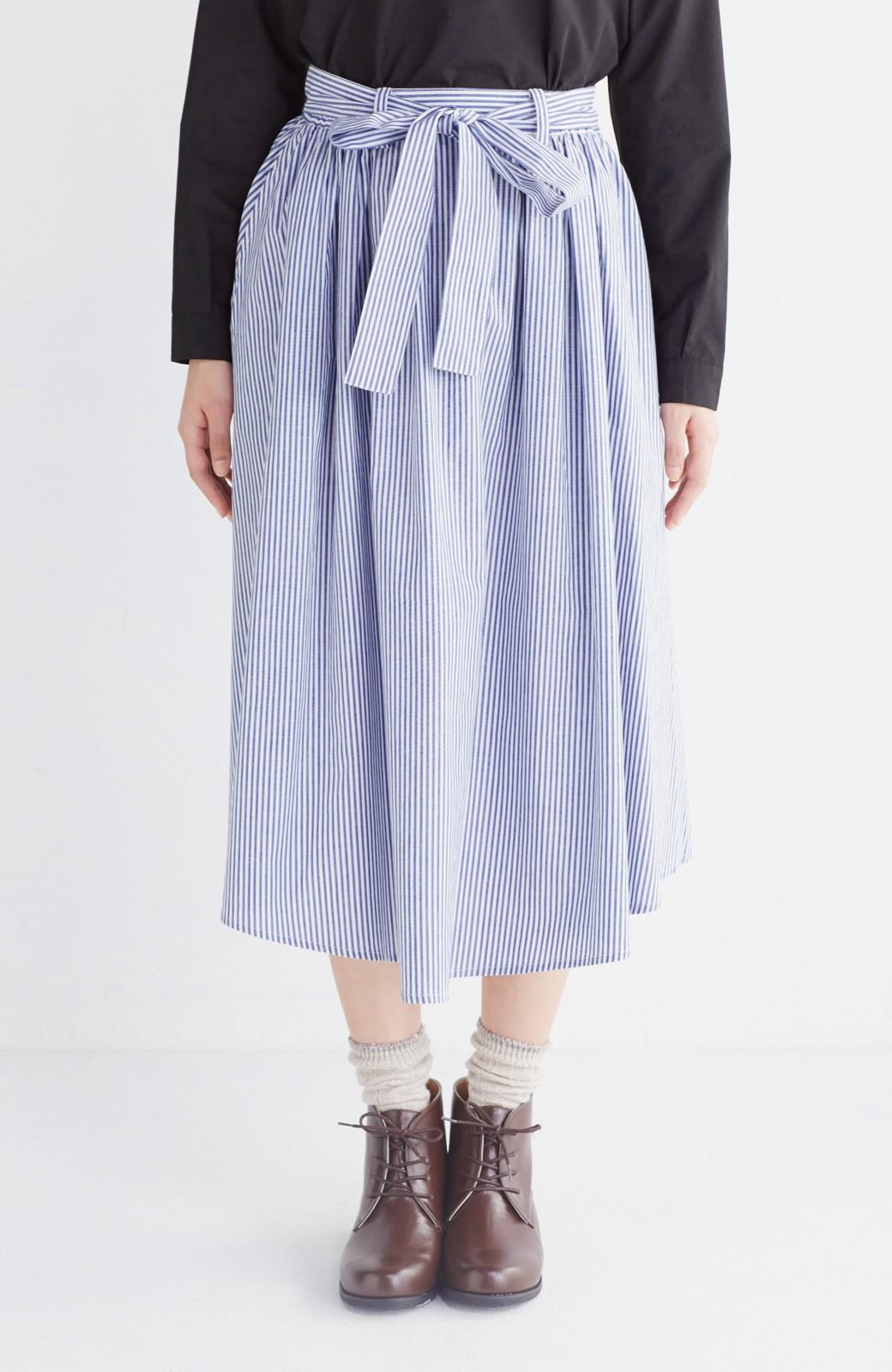 エムトロワ 抜き衿シャツ&ふんわりスカートの総柄セットアップ <ホワイト×ブルー>の商品写真35