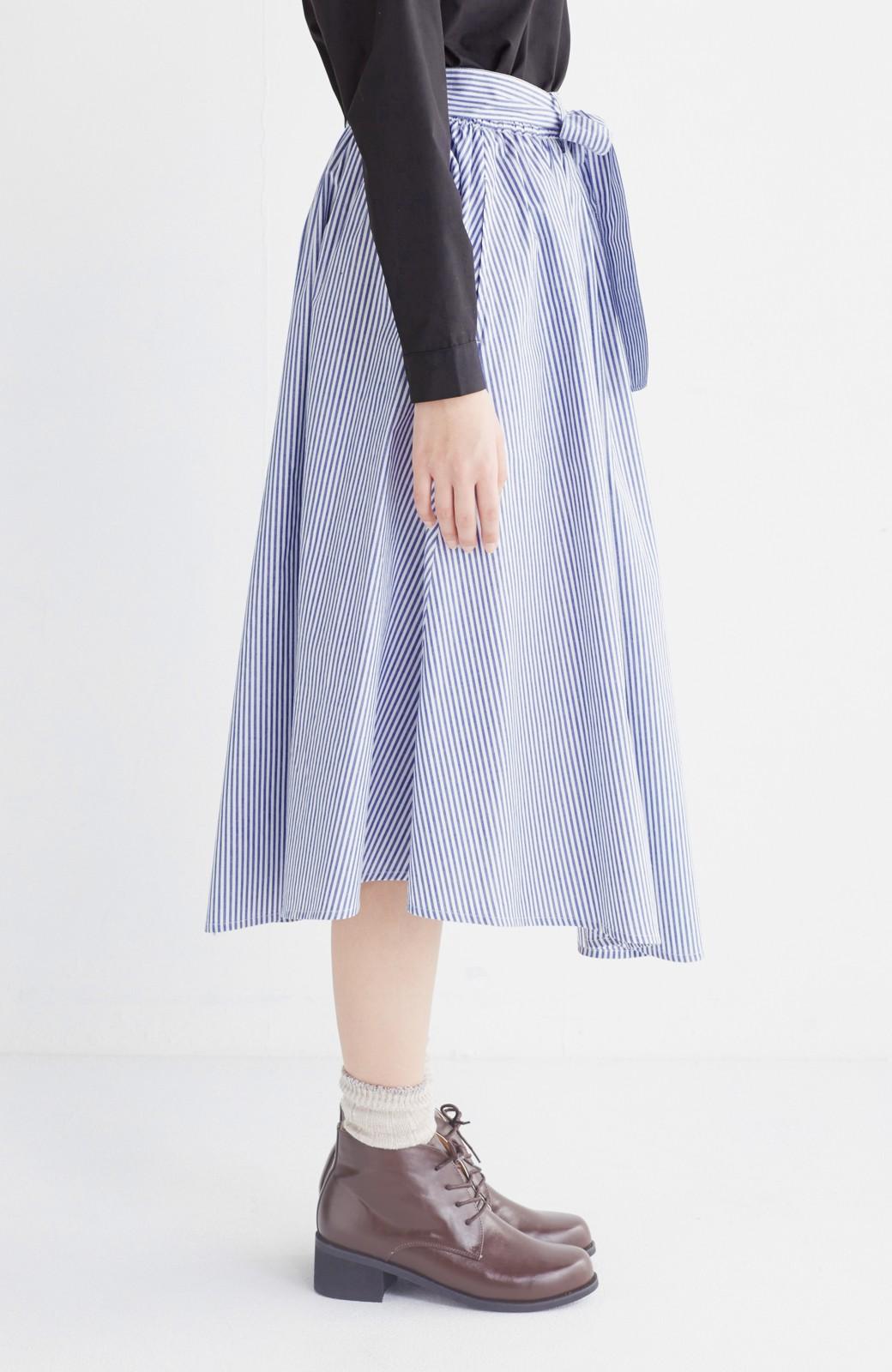 エムトロワ 抜き衿シャツ&ふんわりスカートの総柄セットアップ <ホワイト×ブルー>の商品写真36
