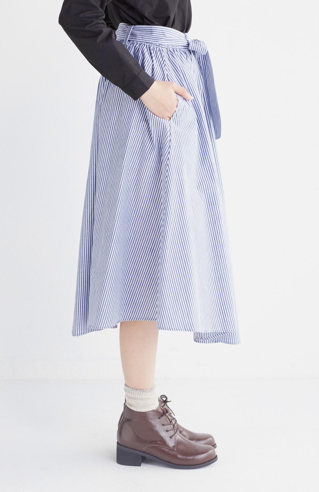 エムトロワ 抜き衿シャツ&ふんわりスカートの総柄セットアップ <ホワイト×ブルー>の商品写真37