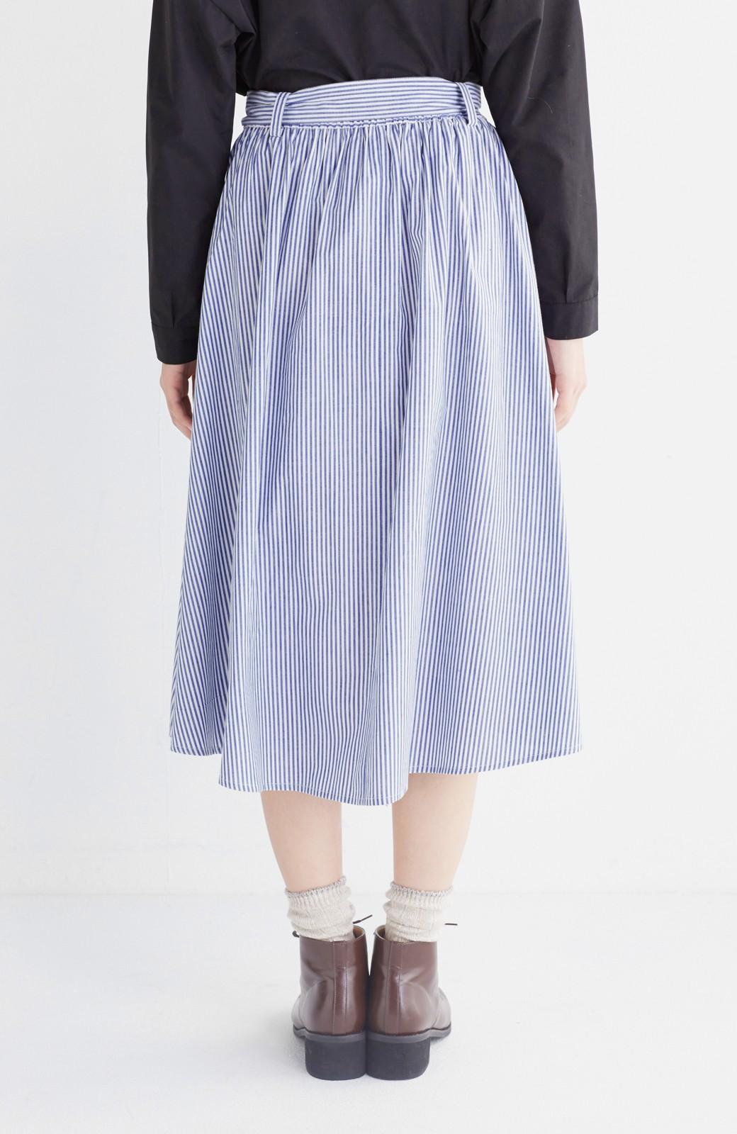 エムトロワ 抜き衿シャツ&ふんわりスカートの総柄セットアップ <ホワイト×ブルー>の商品写真38