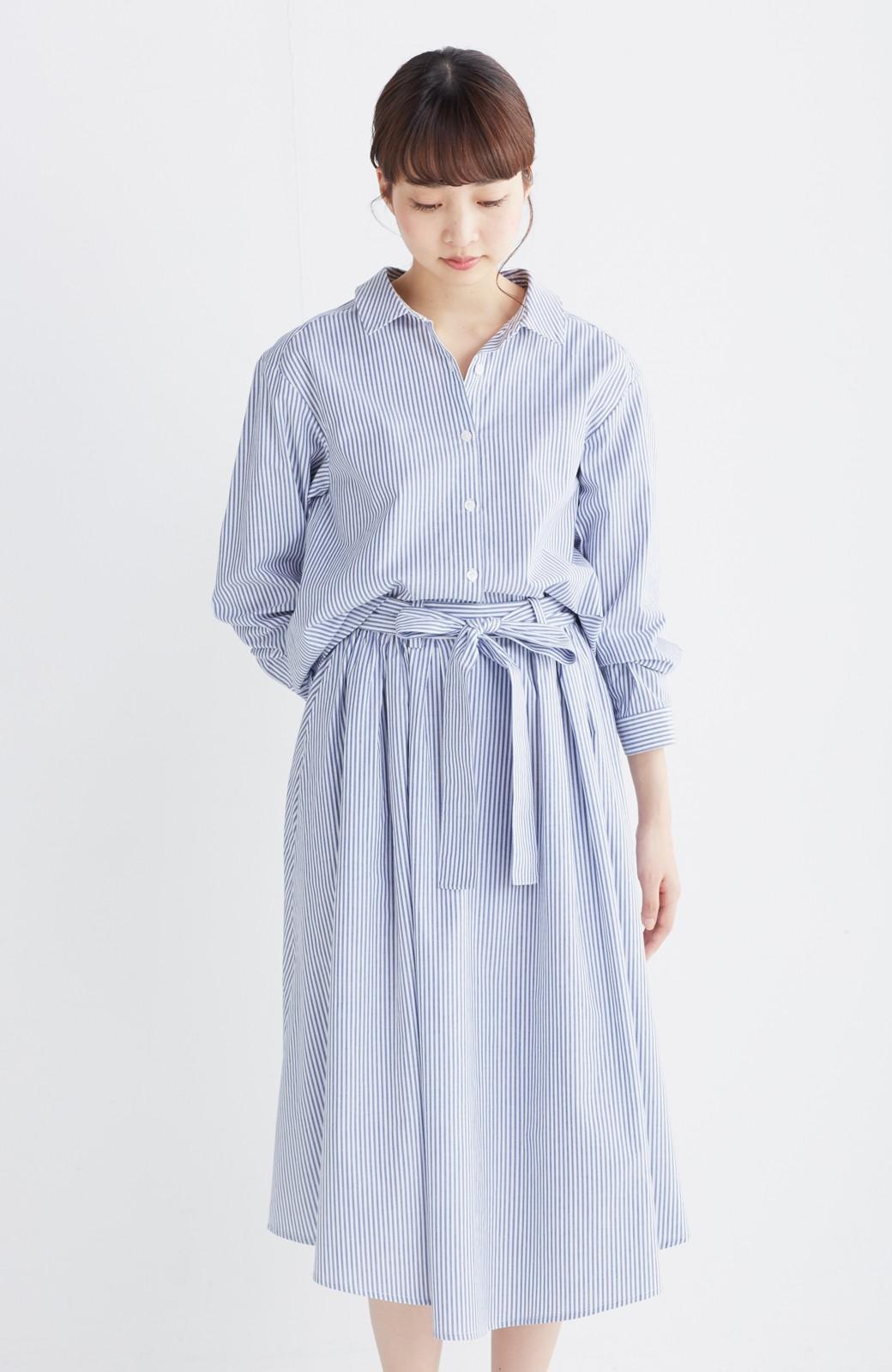 エムトロワ 抜き衿シャツ&ふんわりスカートの総柄セットアップ <ホワイト×ブルー>の商品写真22