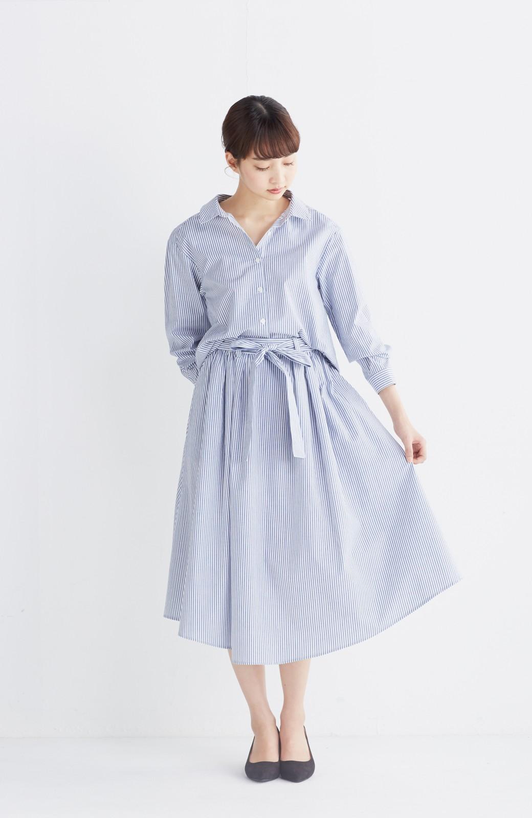 エムトロワ 抜き衿シャツ&ふんわりスカートの総柄セットアップ <ホワイト×ブルー>の商品写真5