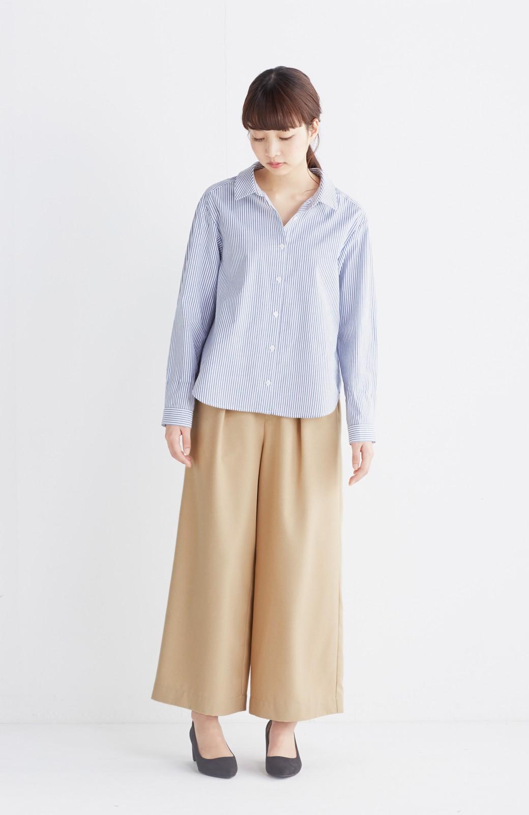 エムトロワ 抜き衿シャツ&ふんわりスカートの総柄セットアップ <ホワイト×ブルー>の商品写真6