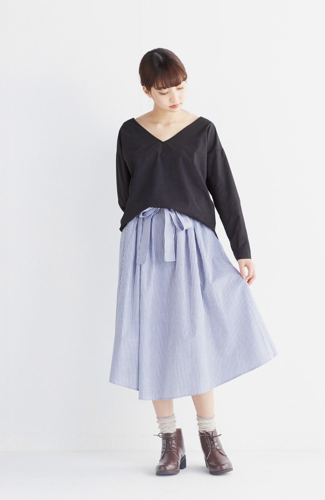 エムトロワ 抜き衿シャツ&ふんわりスカートの総柄セットアップ <ホワイト×ブルー>の商品写真9
