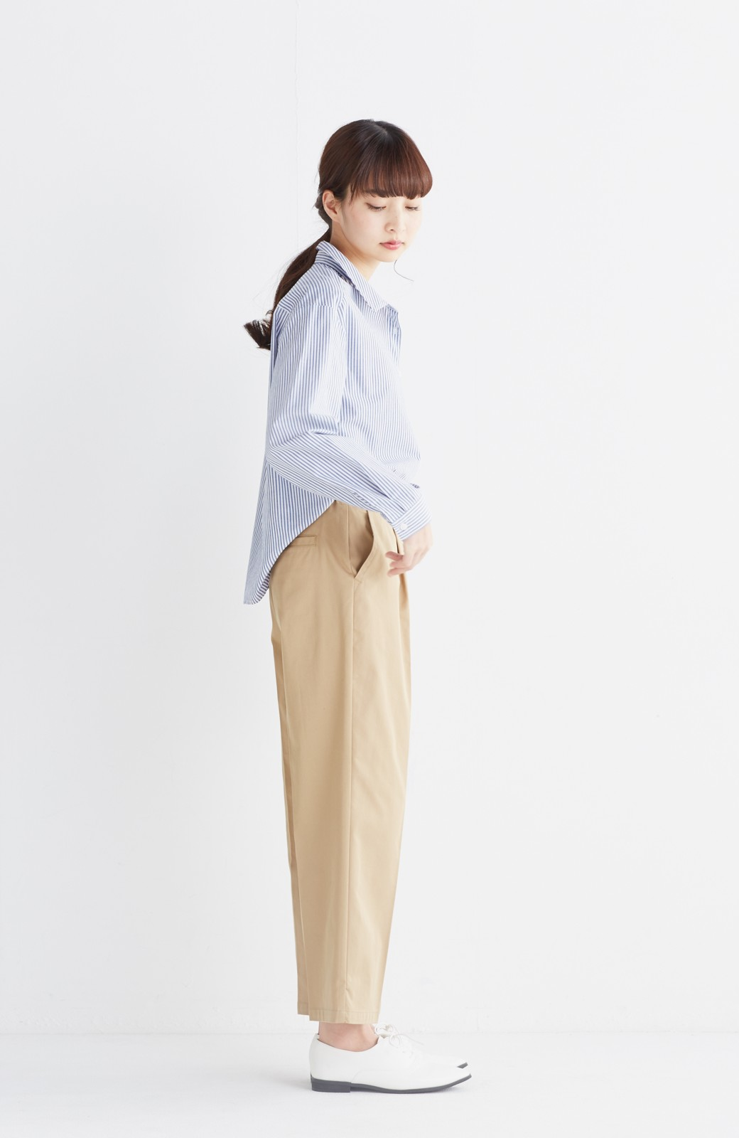 エムトロワ 抜き衿シャツ&ふんわりスカートの総柄セットアップ <ホワイト×ブルー>の商品写真18