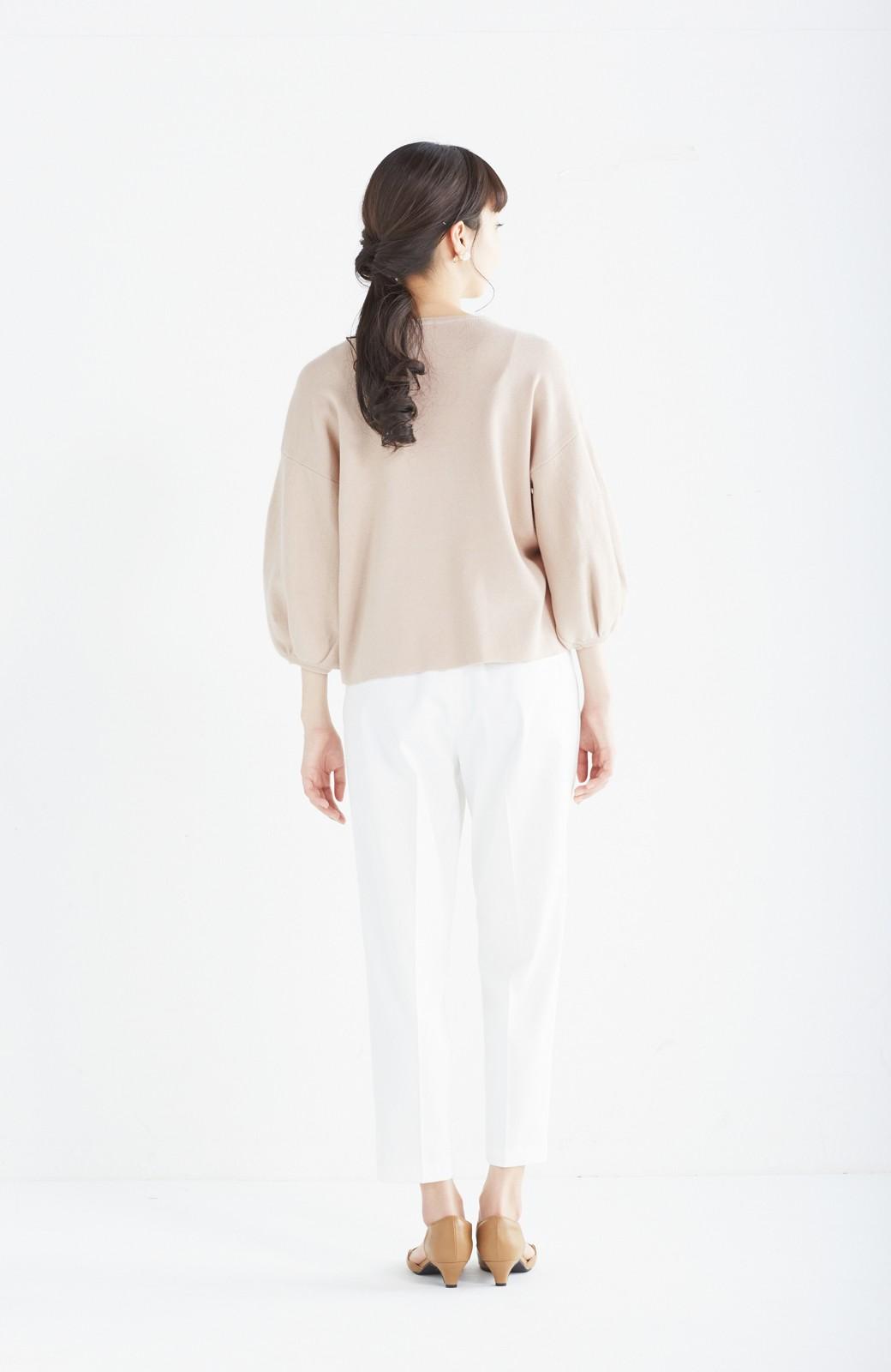 エムトロワ パッと着るだけで上品&今気分 きれいめ総針編みのぷっくり袖ニット <ベージュ>の商品写真10