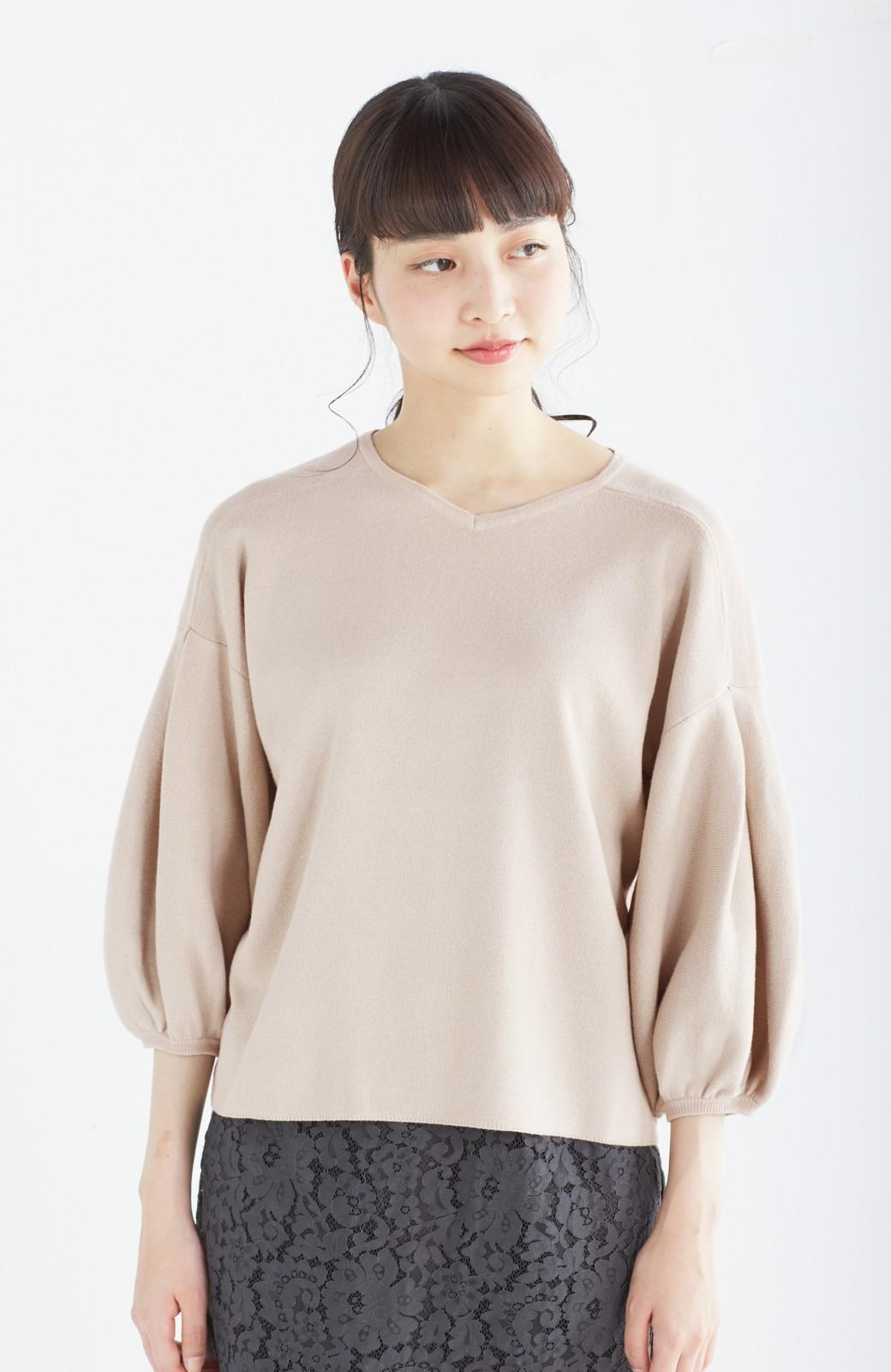 エムトロワ パッと着るだけで上品&今気分 きれいめ総針編みのぷっくり袖ニット <ベージュ>の商品写真11