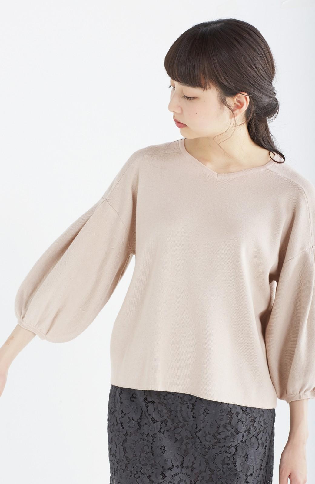 エムトロワ パッと着るだけで上品&今気分 きれいめ総針編みのぷっくり袖ニット <ベージュ>の商品写真12