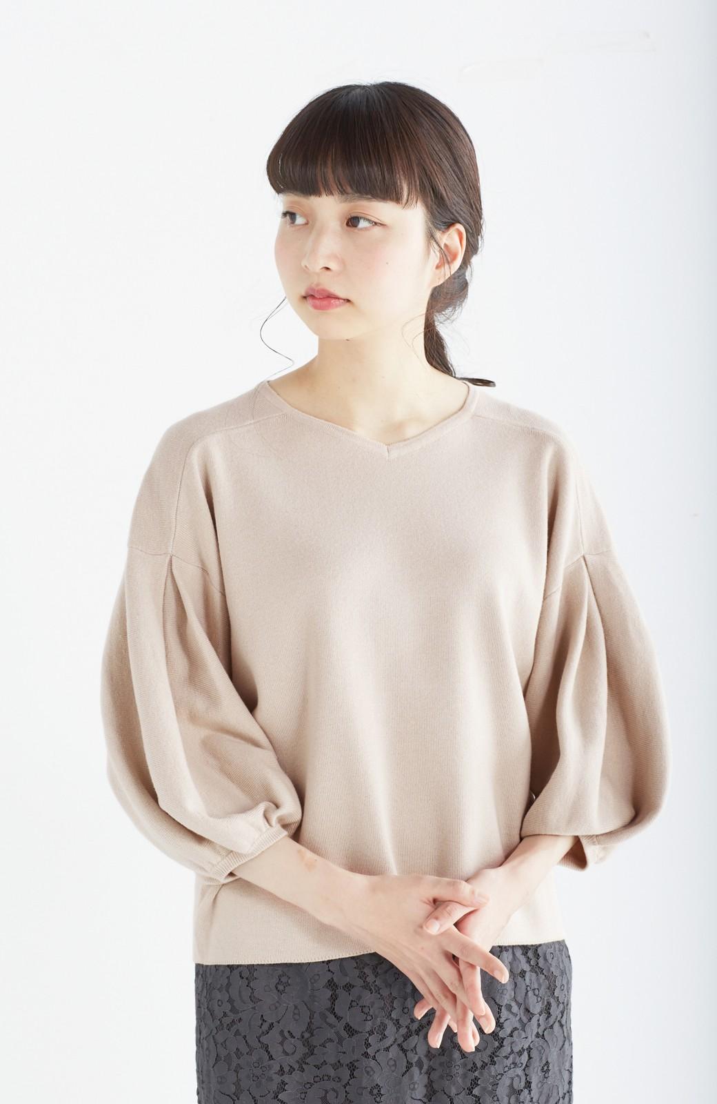 エムトロワ パッと着るだけで上品&今気分 きれいめ総針編みのぷっくり袖ニット <ベージュ>の商品写真13