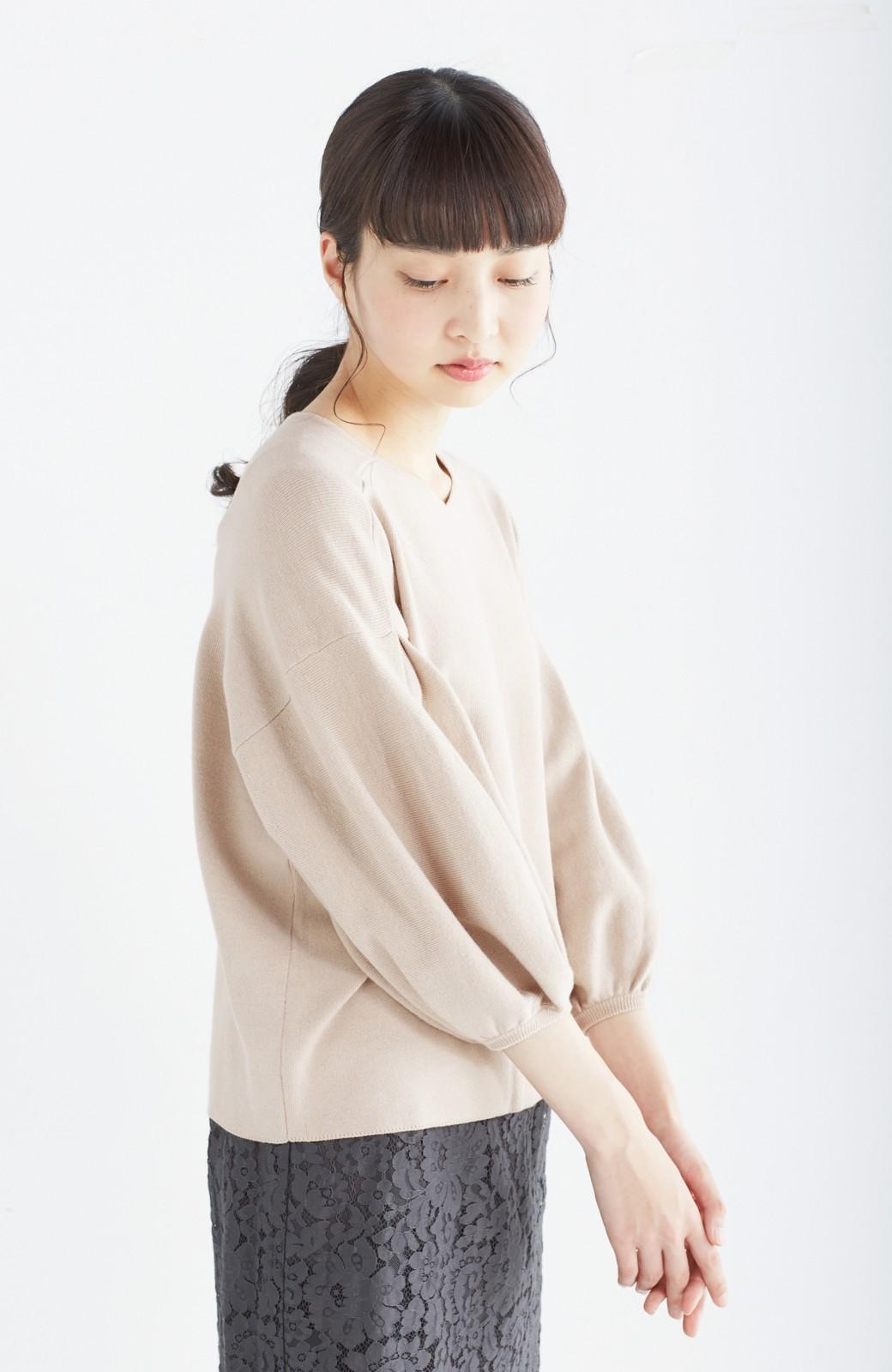 エムトロワ パッと着るだけで上品&今気分 きれいめ総針編みのぷっくり袖ニット <ベージュ>の商品写真14