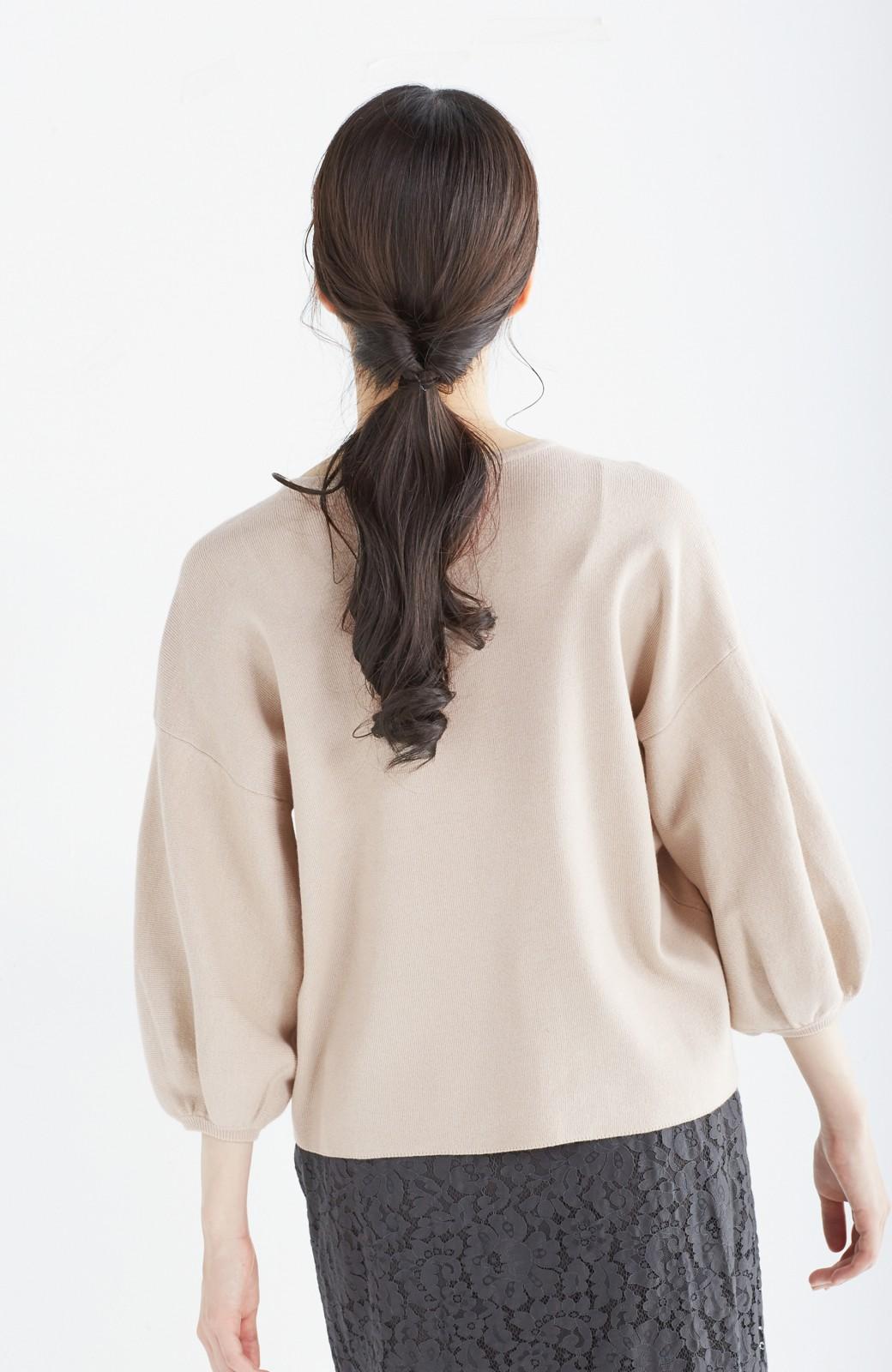 エムトロワ パッと着るだけで上品&今気分 きれいめ総針編みのぷっくり袖ニット <ベージュ>の商品写真16