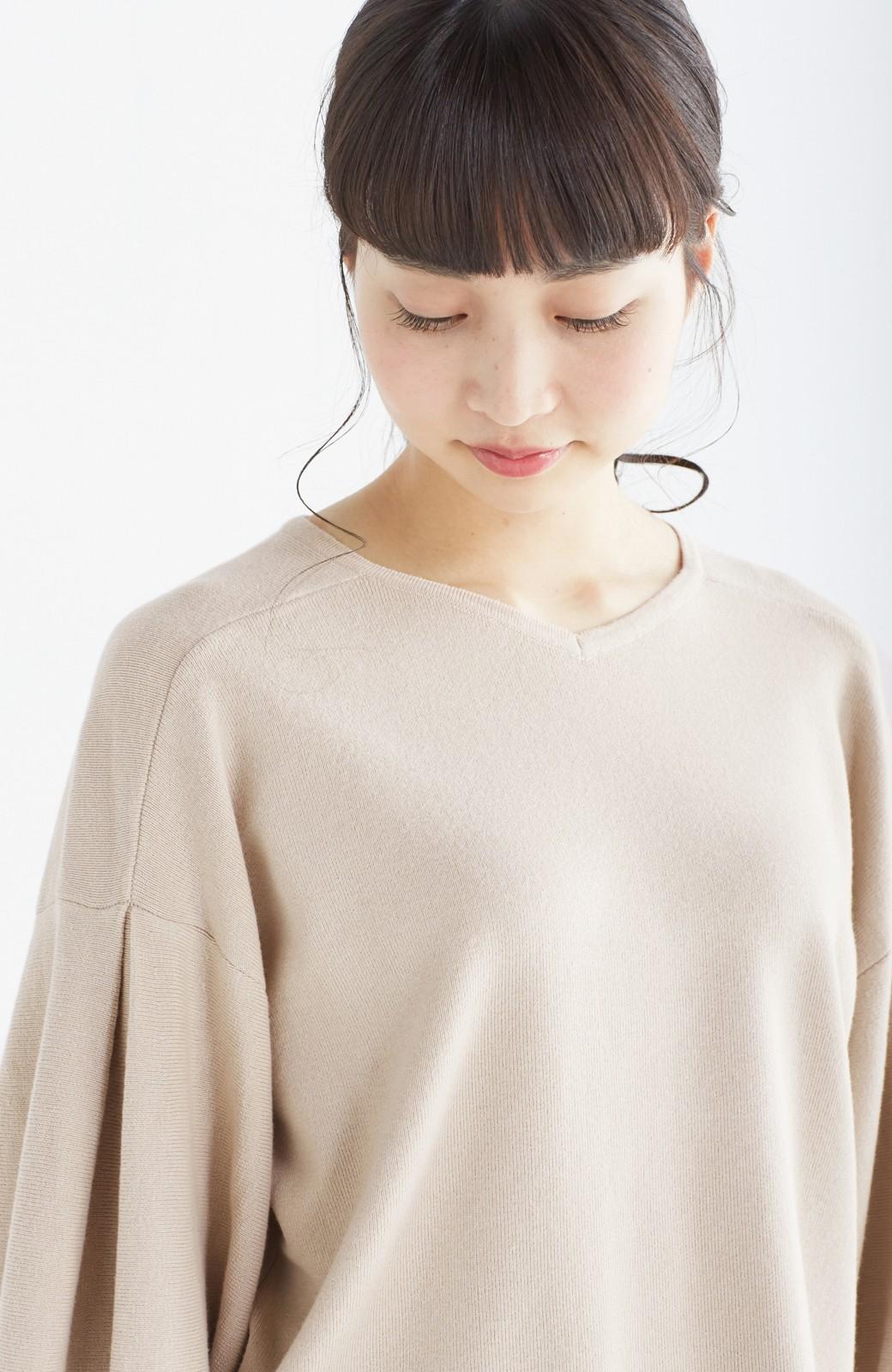 エムトロワ パッと着るだけで上品&今気分 きれいめ総針編みのぷっくり袖ニット <ベージュ>の商品写真17