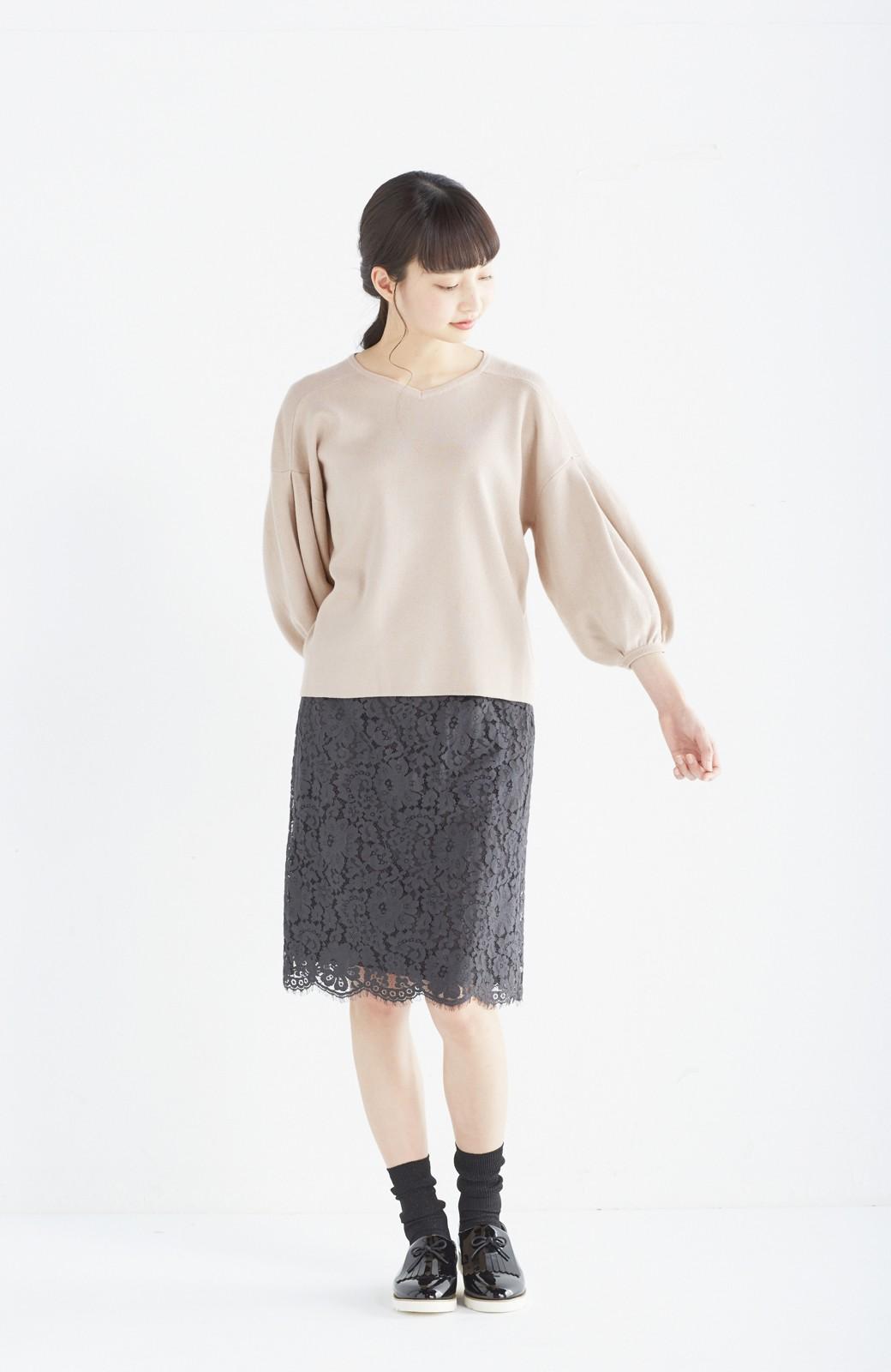 エムトロワ パッと着るだけで上品&今気分 きれいめ総針編みのぷっくり袖ニット <ベージュ>の商品写真2