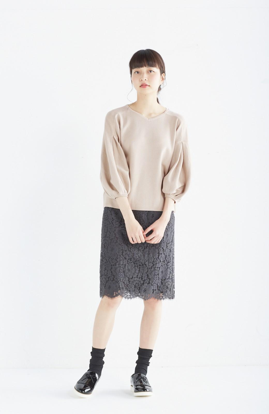 エムトロワ パッと着るだけで上品&今気分 きれいめ総針編みのぷっくり袖ニット <ベージュ>の商品写真3