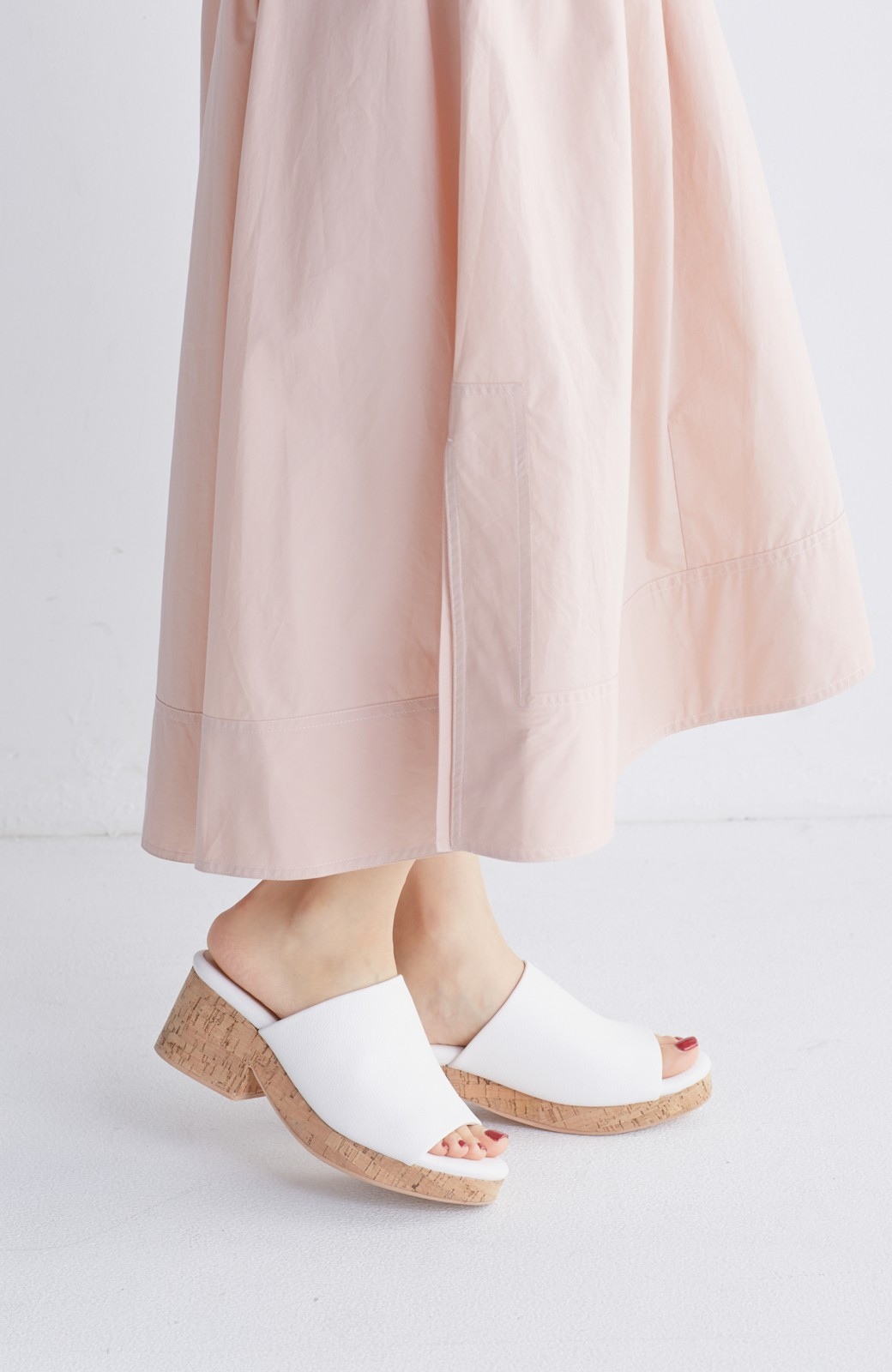 nusy 低&高反発で歩きやすい サボみたいにすぽっとはけるオープントゥサンダル <ホワイト>の商品写真14