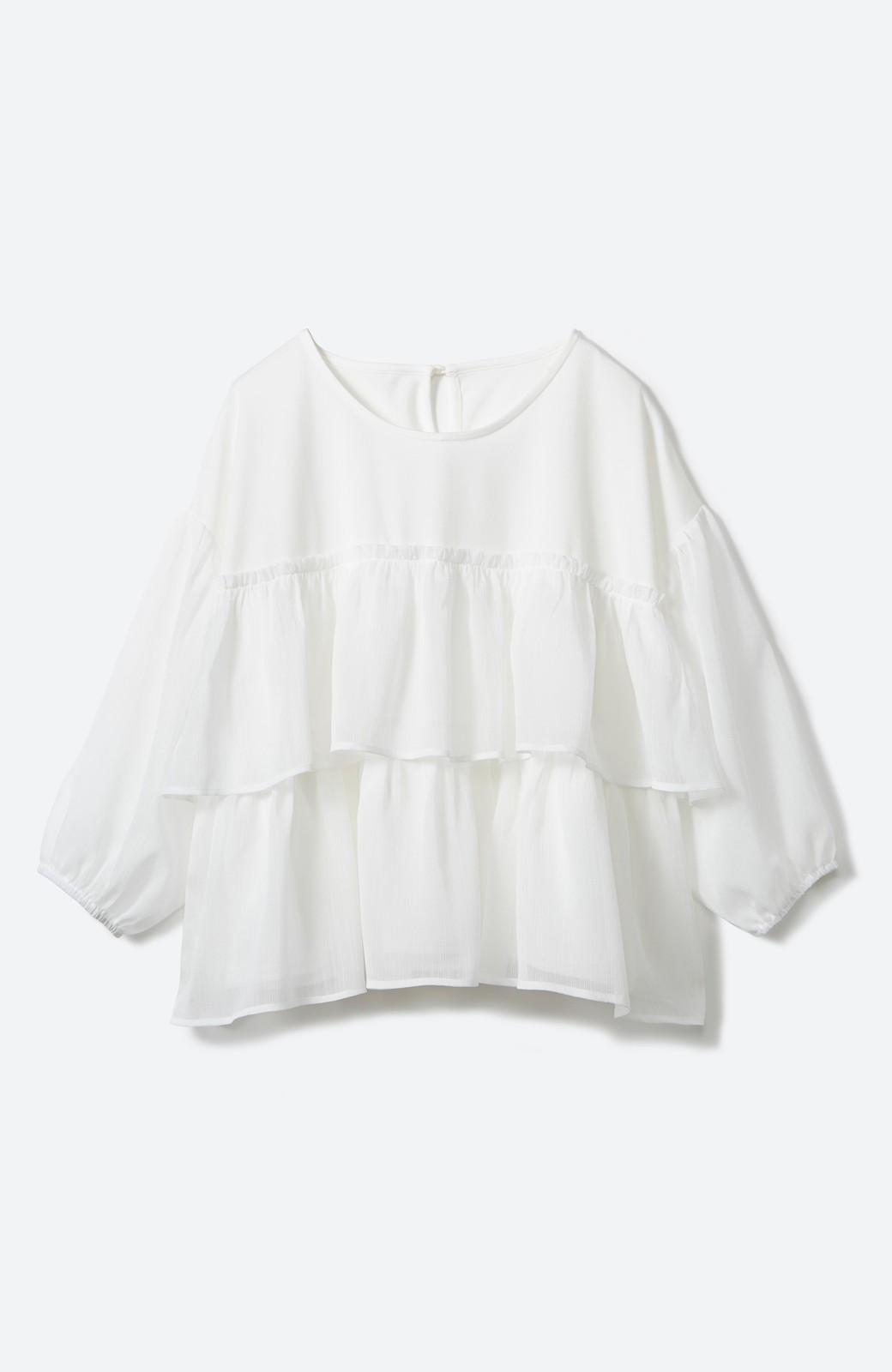 エムトロワ さらっと着られて女子気分があがる 異素材づかいのフリルトップス <ホワイト>の商品写真2