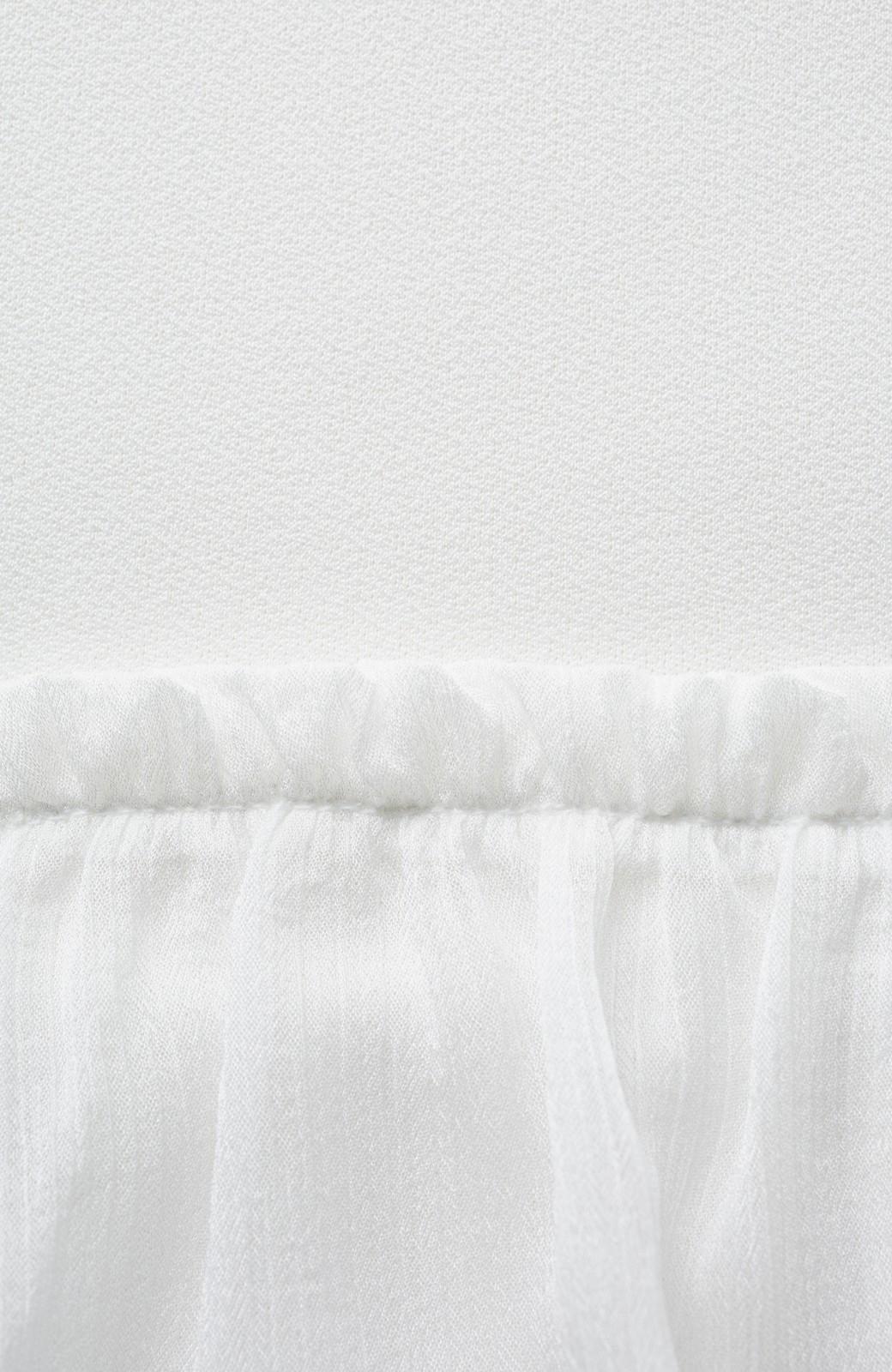 エムトロワ さらっと着られて女子気分があがる 異素材づかいのフリルトップス <ホワイト>の商品写真3