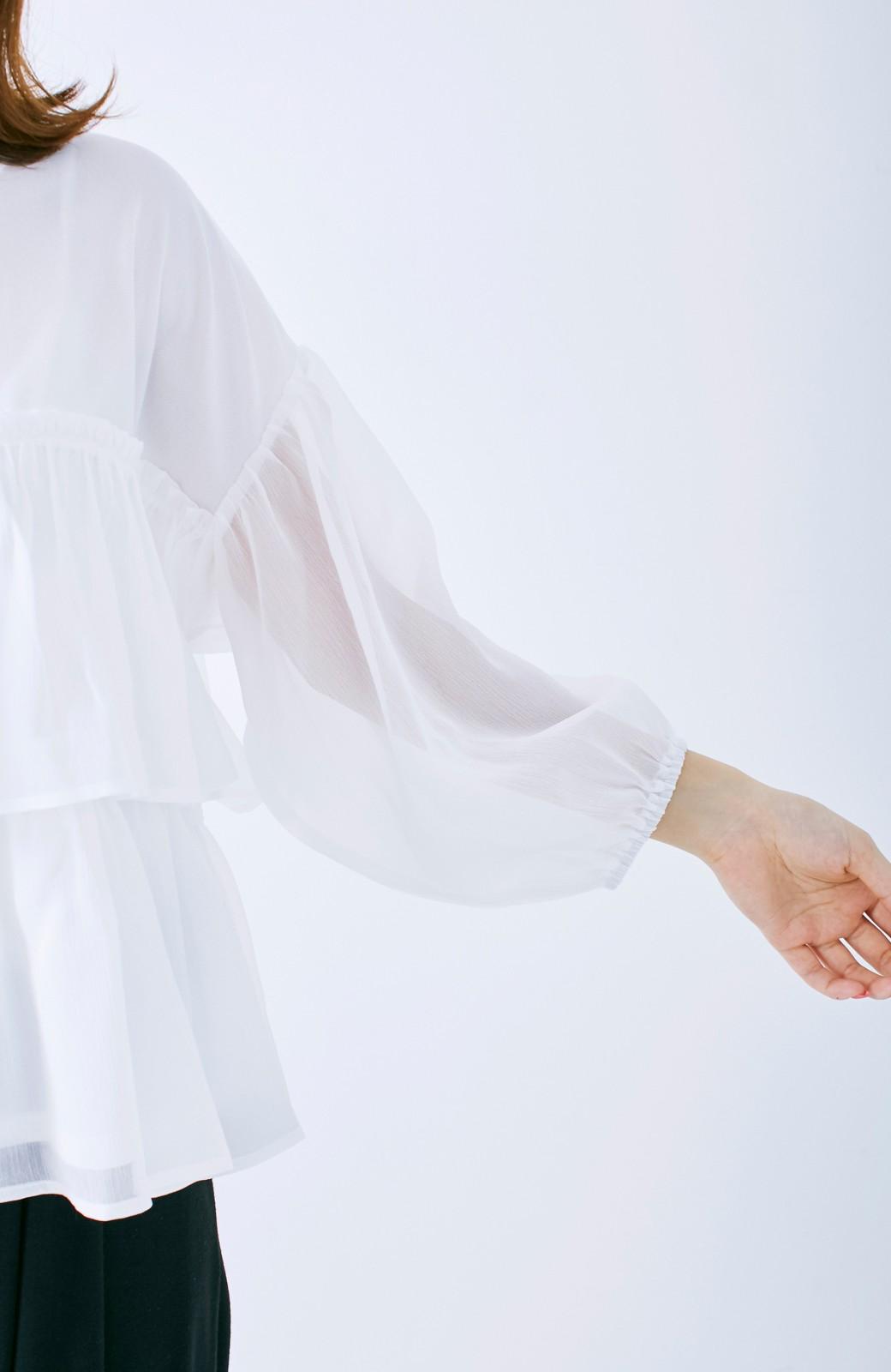 エムトロワ さらっと着られて女子気分があがる 異素材づかいのフリルトップス <ホワイト>の商品写真14