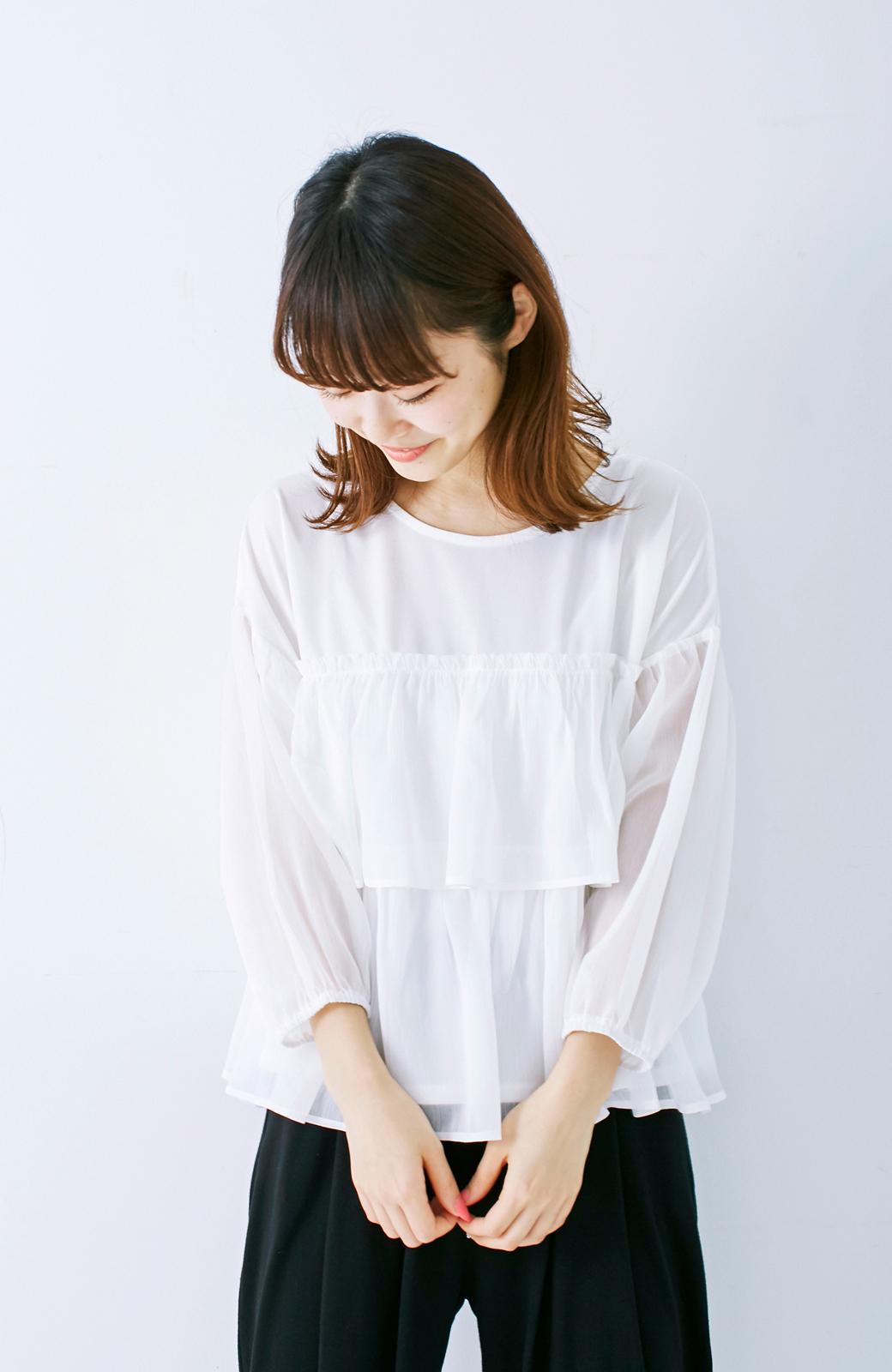 エムトロワ さらっと着られて女子気分があがる 異素材づかいのフリルトップス <ホワイト>の商品写真7