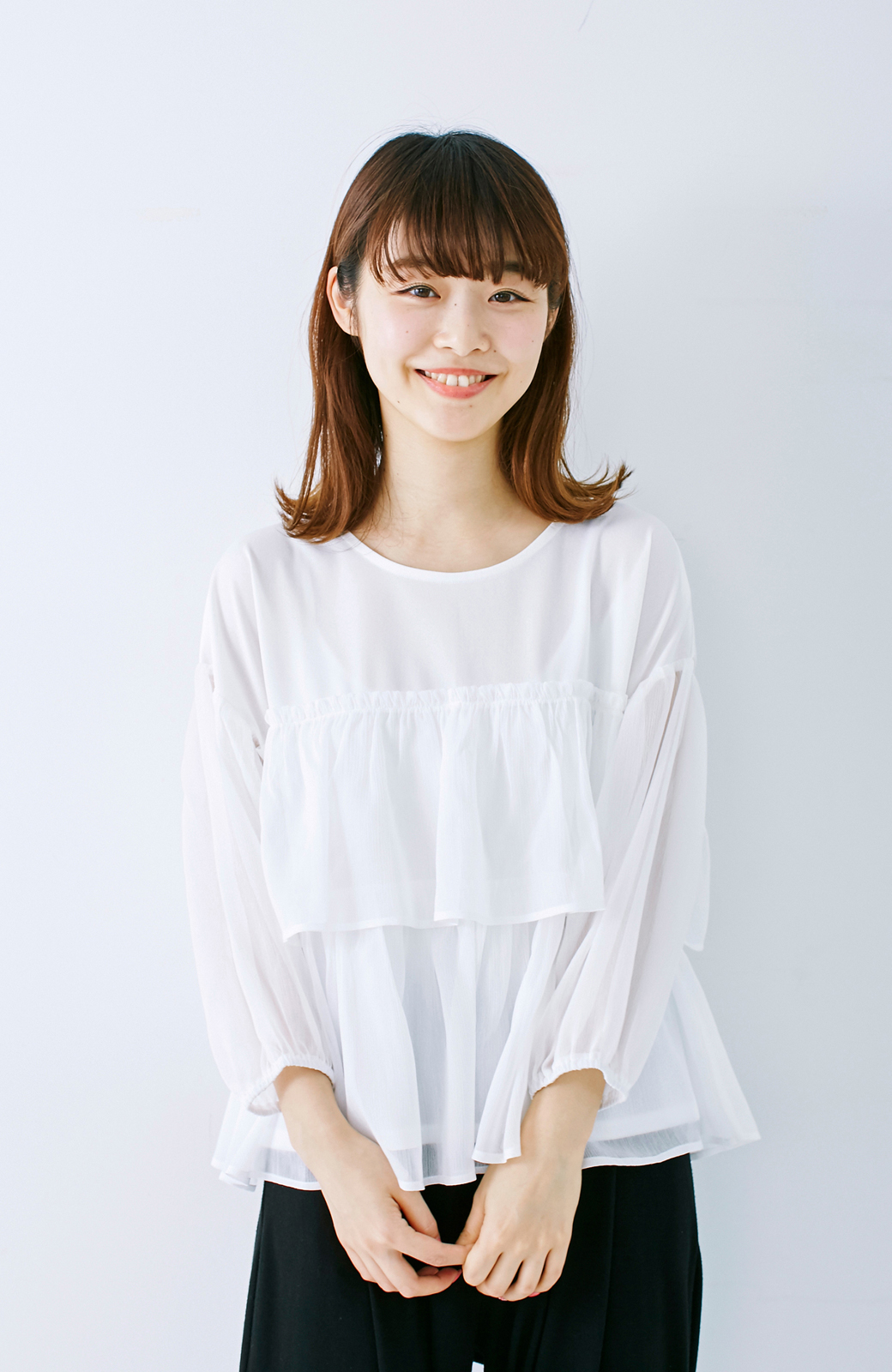 エムトロワ さらっと着られて女子気分があがる 異素材づかいのフリルトップス <ホワイト>の商品写真8