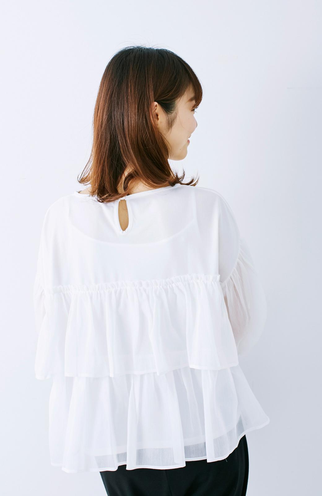 エムトロワ さらっと着られて女子気分があがる 異素材づかいのフリルトップス <ホワイト>の商品写真12
