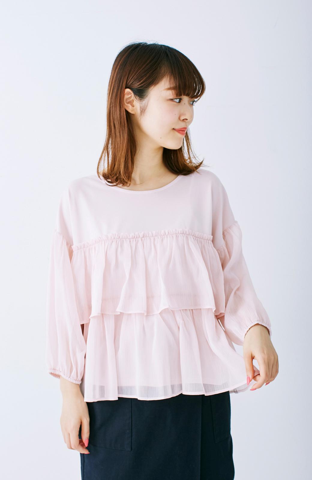 エムトロワ さらっと着られて女子気分があがる 異素材づかいのフリルトップス <ライトピンク>の商品写真6