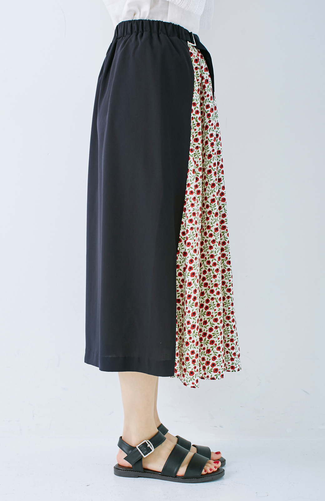 エムトロワ 大人っぽく柄を楽しめる 花柄&カラーコンビのフレアースカート <ネイビー>の商品写真5