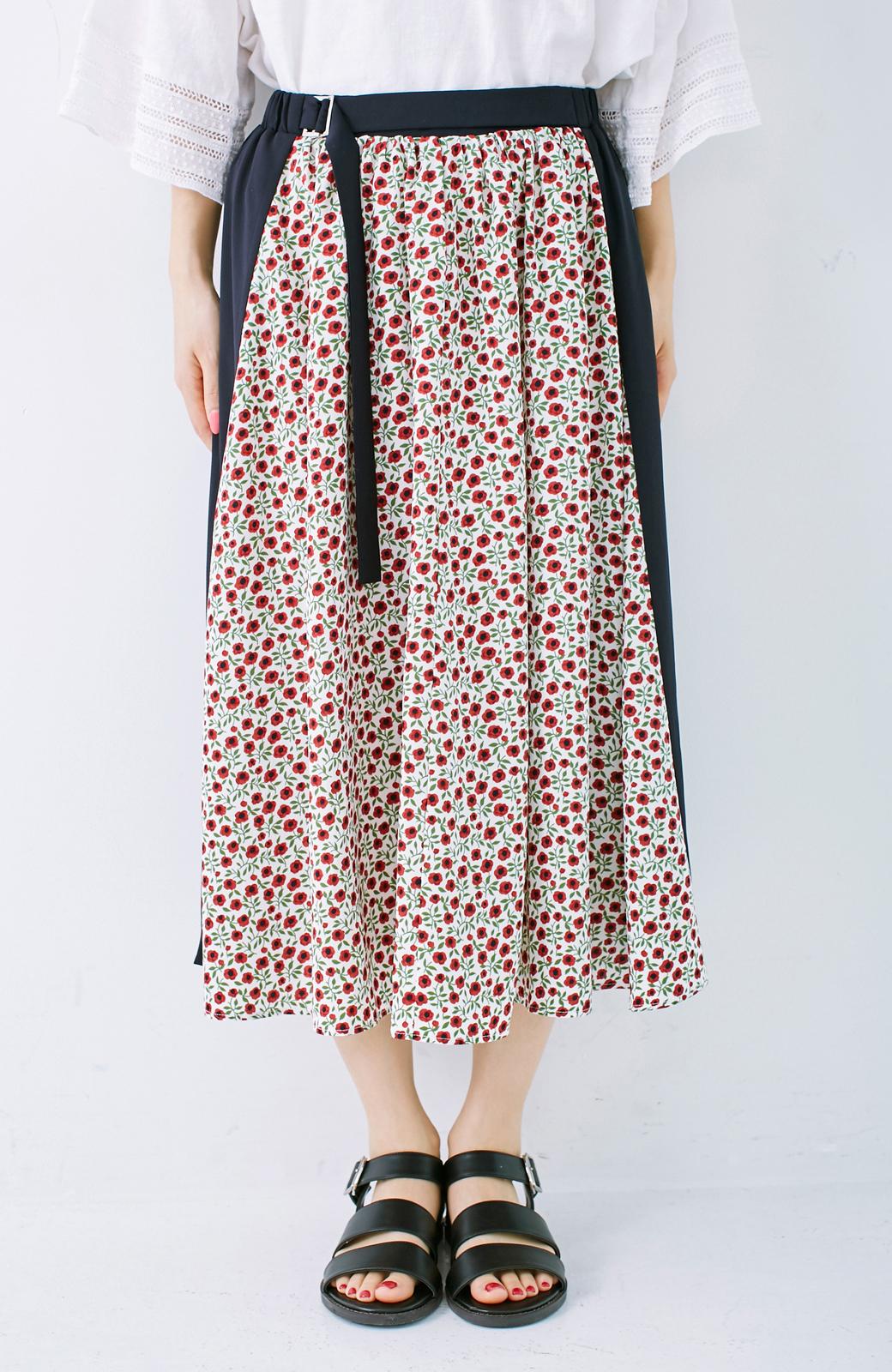 エムトロワ 大人っぽく柄を楽しめる 花柄&カラーコンビのフレアースカート <ネイビー>の商品写真2