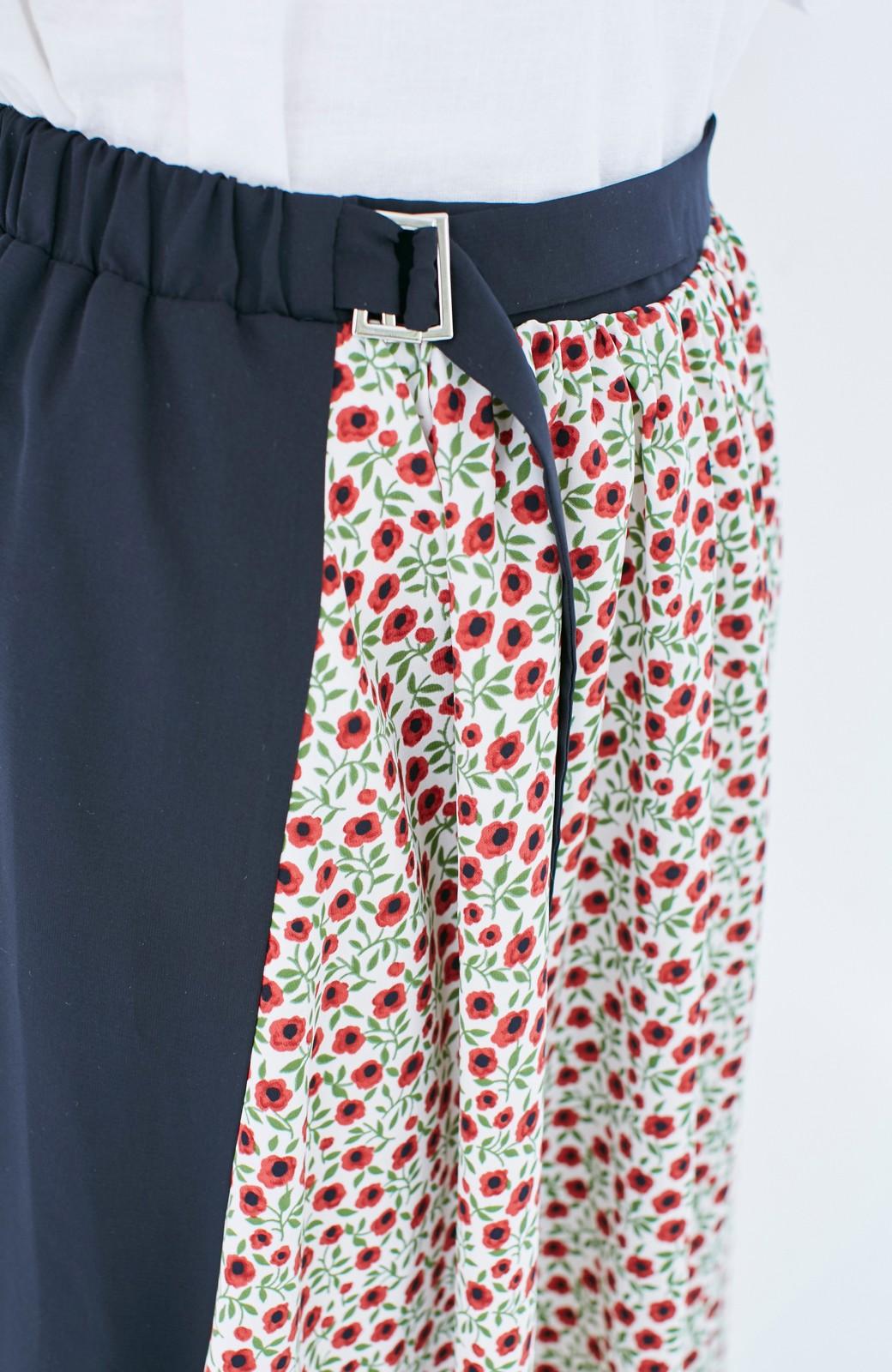エムトロワ 大人っぽく柄を楽しめる 花柄&カラーコンビのフレアースカート <ネイビー>の商品写真3