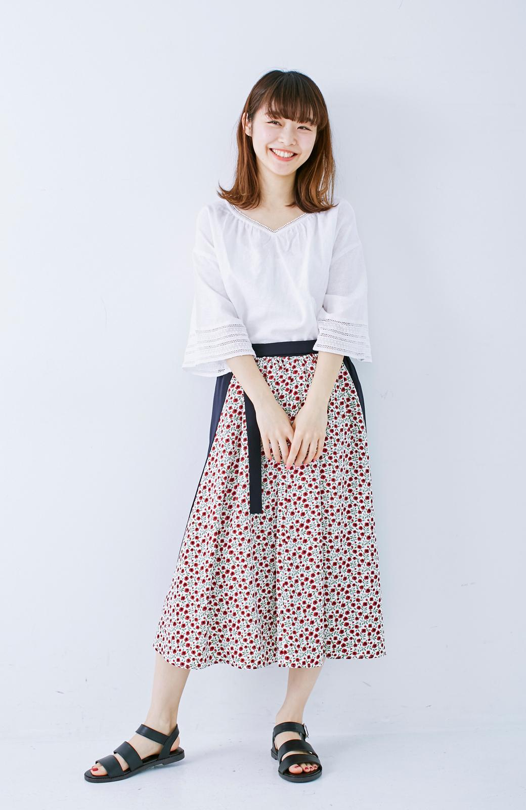 エムトロワ 大人っぽく柄を楽しめる 花柄&カラーコンビのフレアースカート <ネイビー>の商品写真7