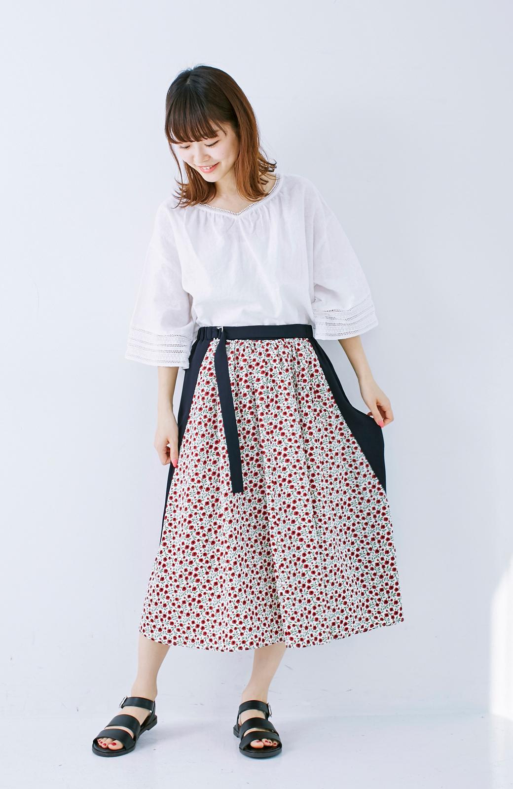 エムトロワ 大人っぽく柄を楽しめる 花柄&カラーコンビのフレアースカート <ネイビー>の商品写真8