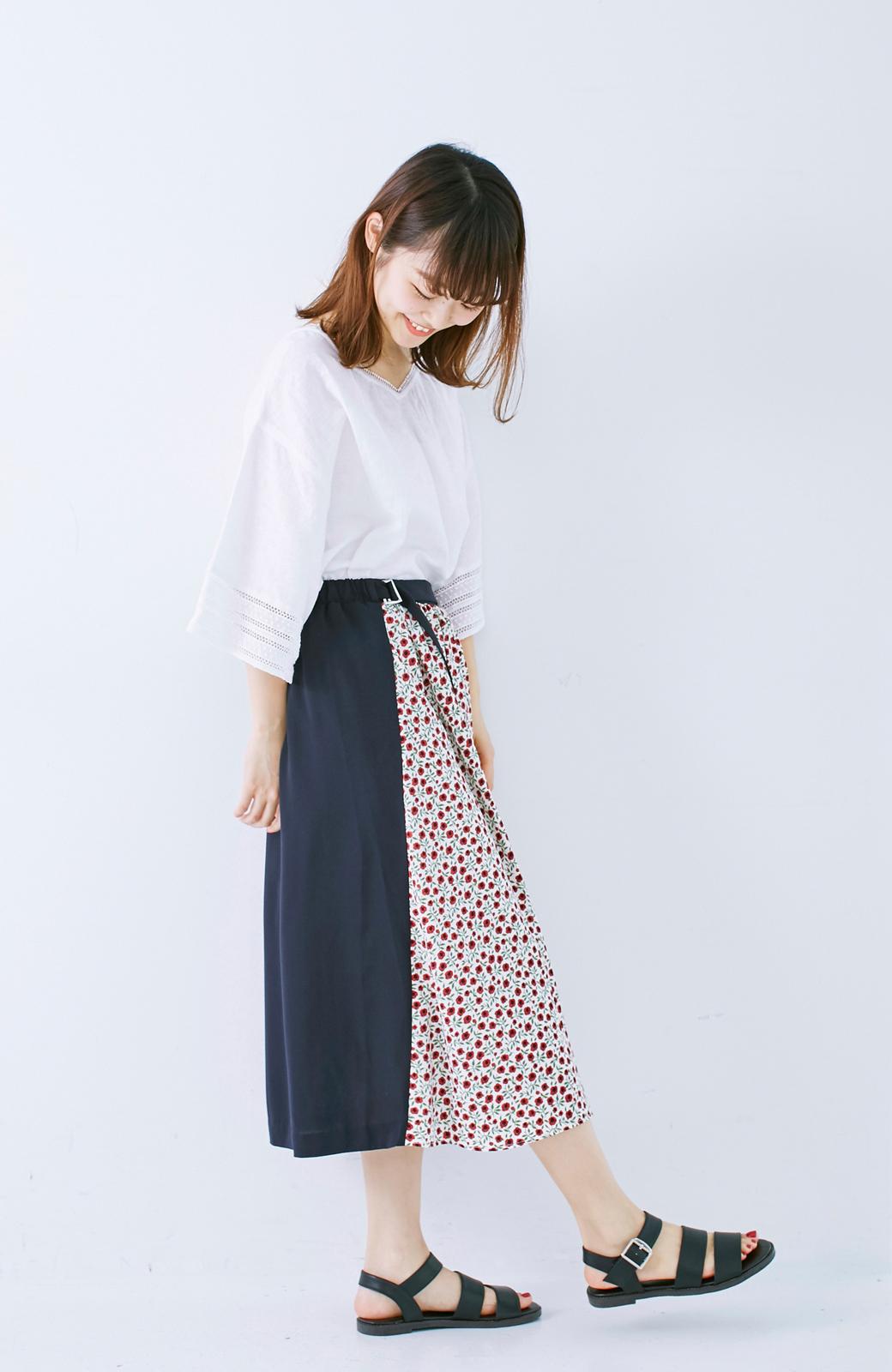 エムトロワ 大人っぽく柄を楽しめる 花柄&カラーコンビのフレアースカート <ネイビー>の商品写真9