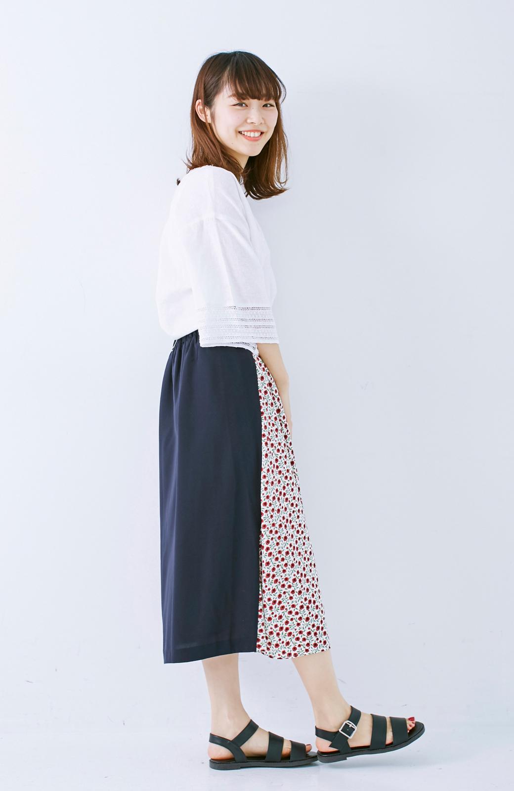 エムトロワ 大人っぽく柄を楽しめる 花柄&カラーコンビのフレアースカート <ネイビー>の商品写真10