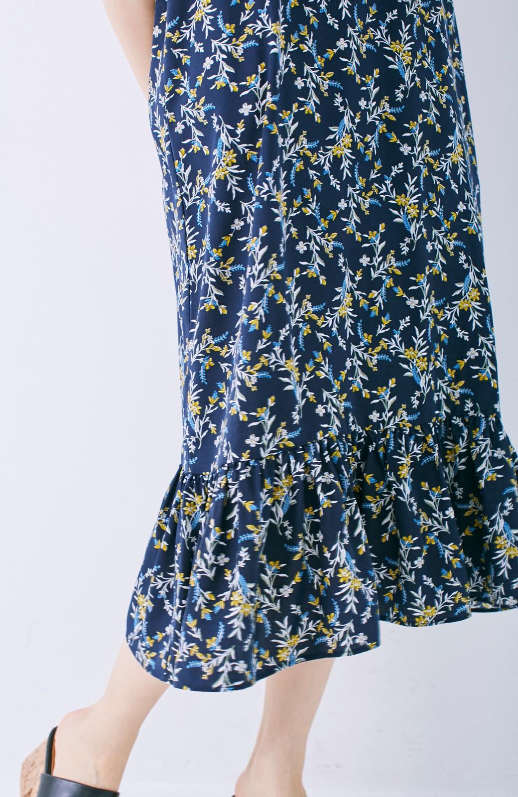 エムトロワ 裾ギャザーフリルのフラワーキャミワンピース <ネイビー>の商品写真4