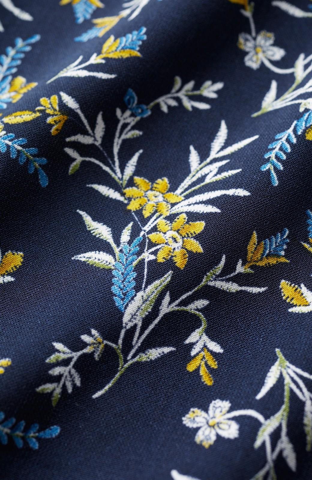 エムトロワ 裾ギャザーフリルのフラワーキャミワンピース <ネイビー>の商品写真3
