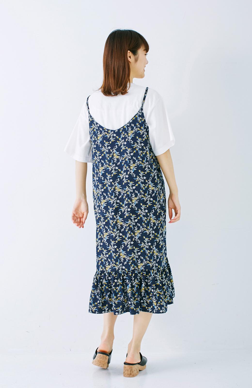 エムトロワ 裾ギャザーフリルのフラワーキャミワンピース <ネイビー>の商品写真9