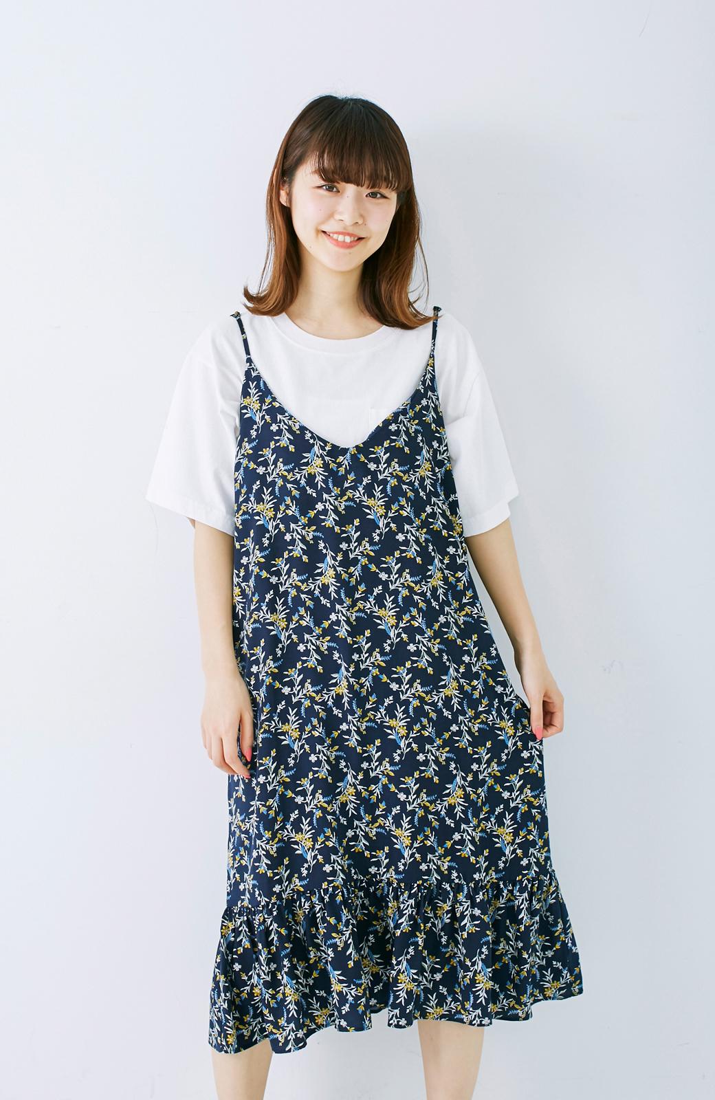 エムトロワ 裾ギャザーフリルのフラワーキャミワンピース <ネイビー>の商品写真10