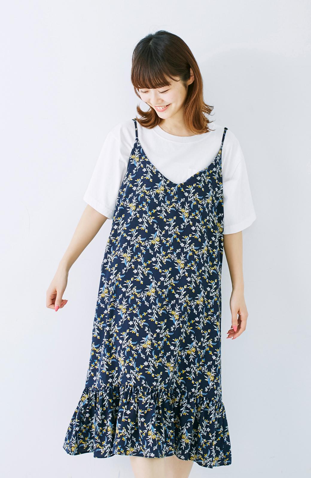 エムトロワ 裾ギャザーフリルのフラワーキャミワンピース <ネイビー>の商品写真11