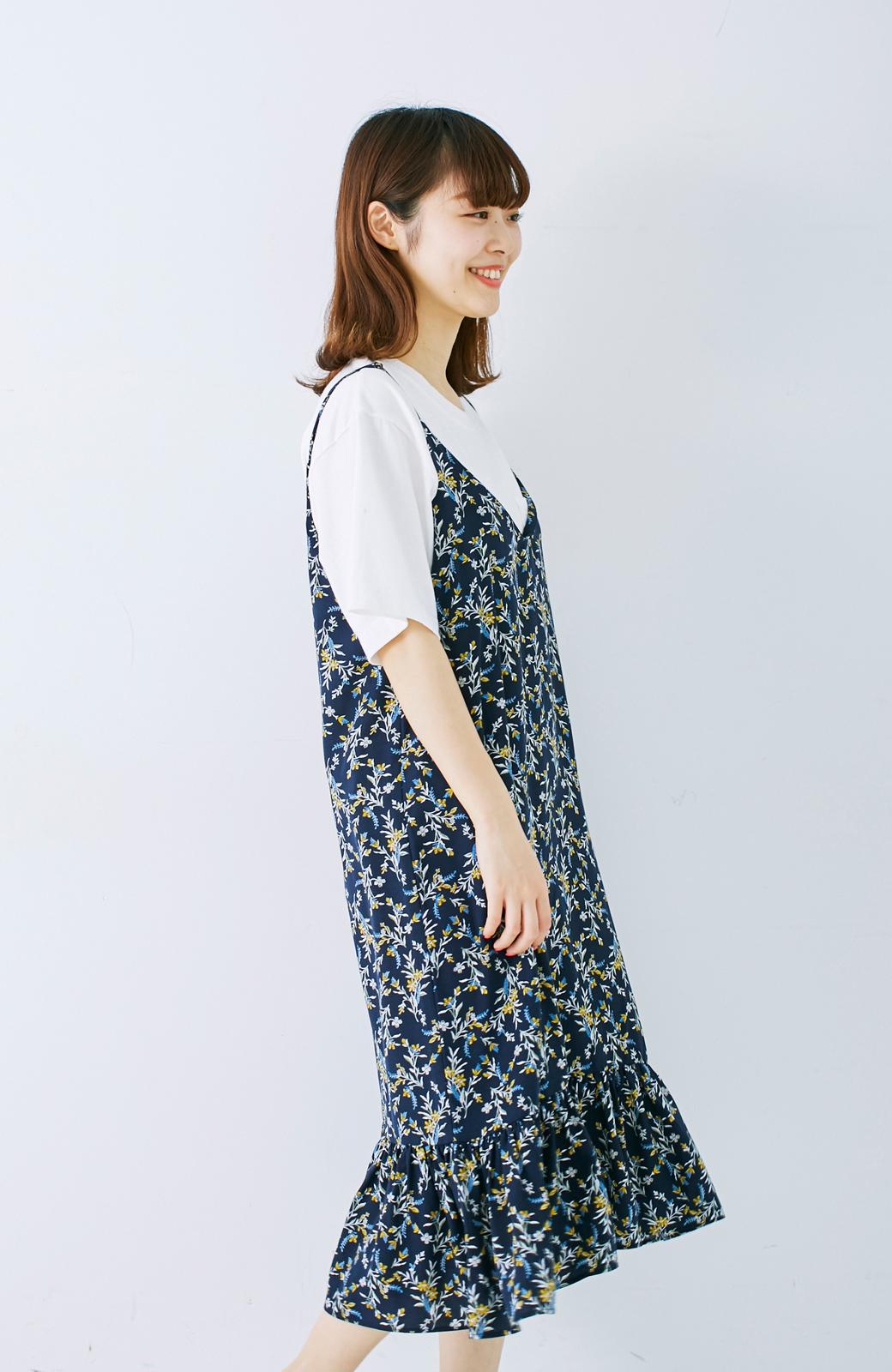 エムトロワ 裾ギャザーフリルのフラワーキャミワンピース <ネイビー>の商品写真12