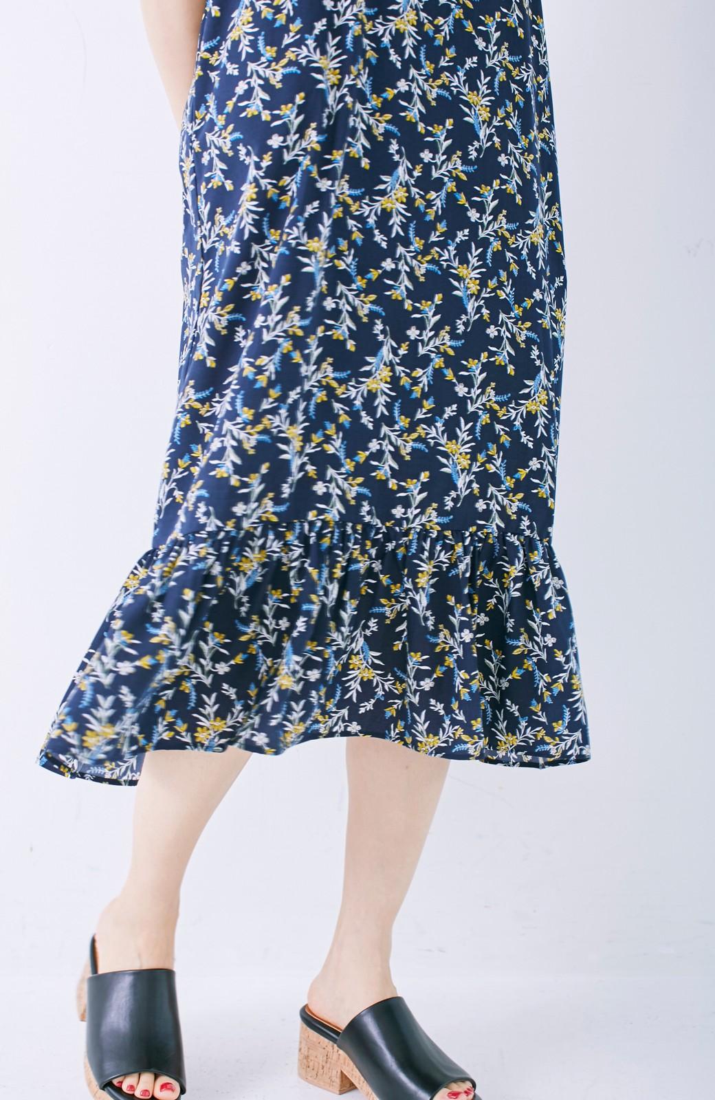 エムトロワ 裾ギャザーフリルのフラワーキャミワンピース <ネイビー>の商品写真13