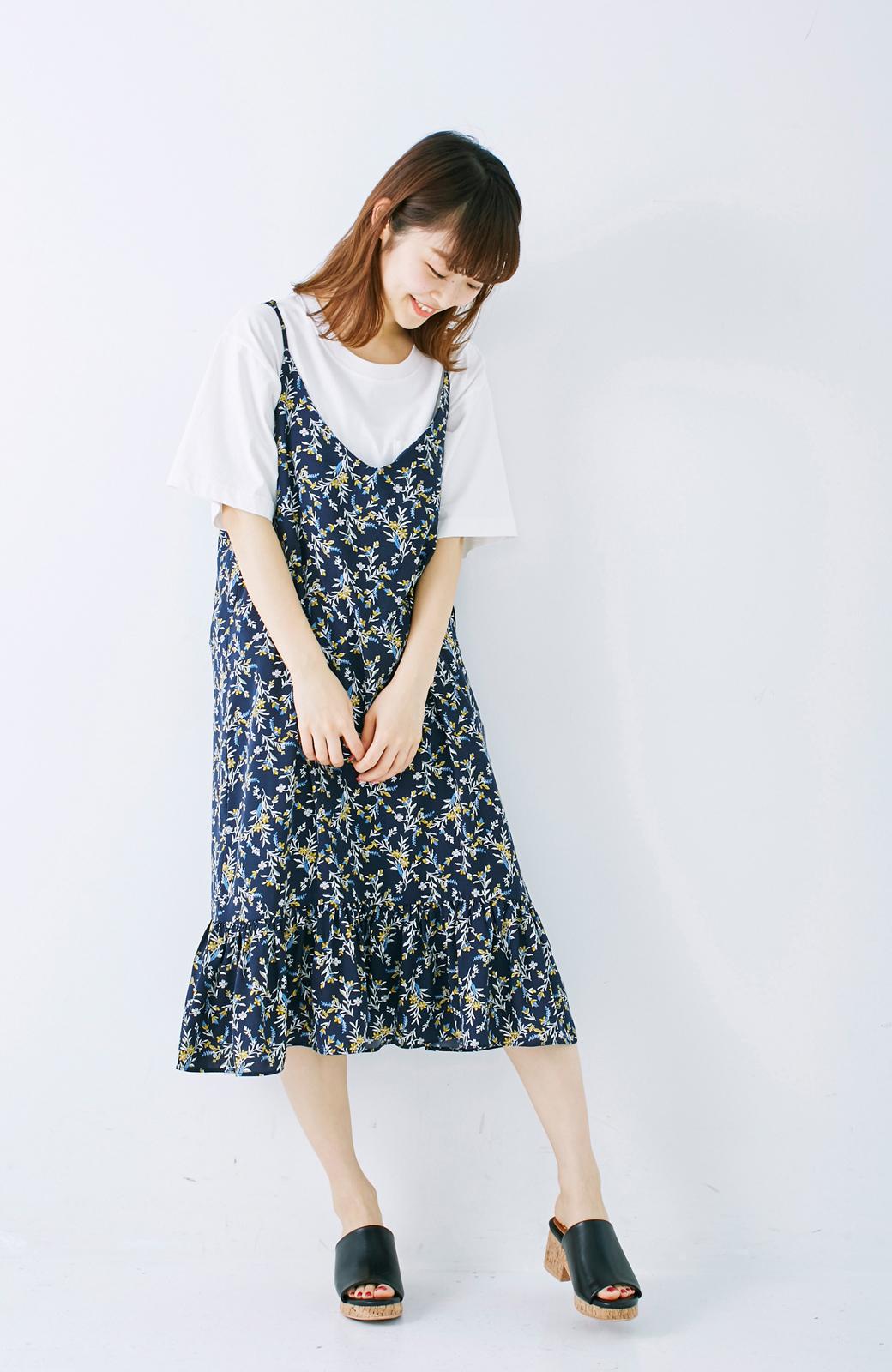 エムトロワ 裾ギャザーフリルのフラワーキャミワンピース <ネイビー>の商品写真6
