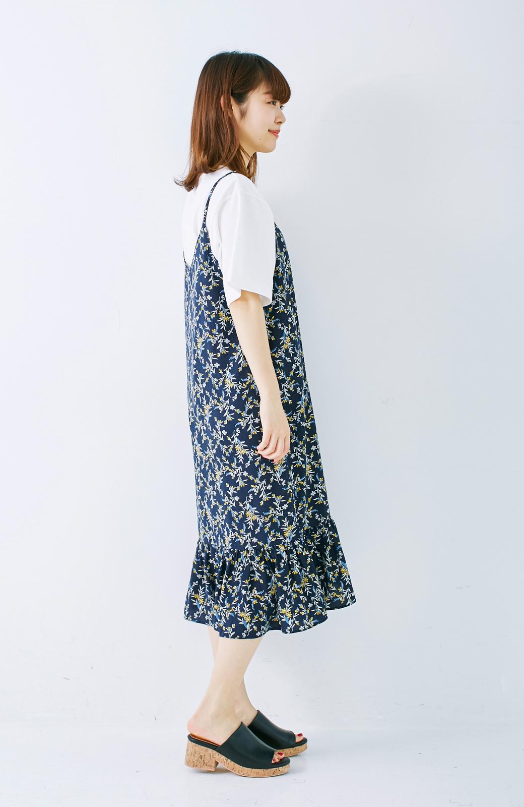 エムトロワ 裾ギャザーフリルのフラワーキャミワンピース <ネイビー>の商品写真7