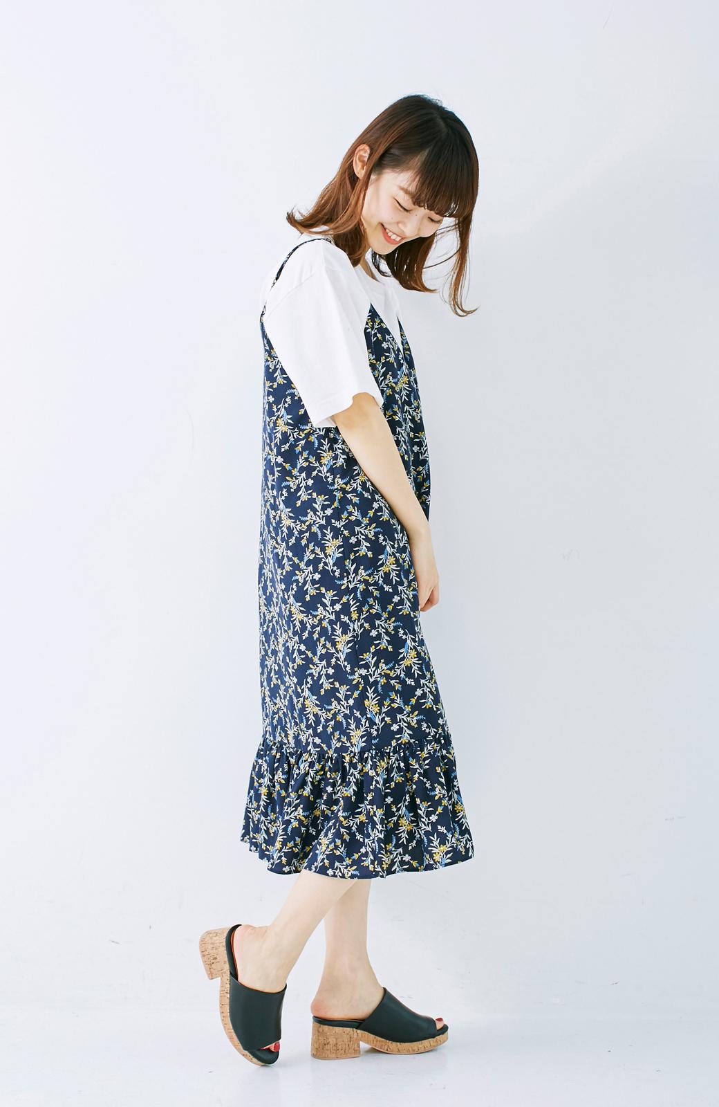 エムトロワ 裾ギャザーフリルのフラワーキャミワンピース <ネイビー>の商品写真8