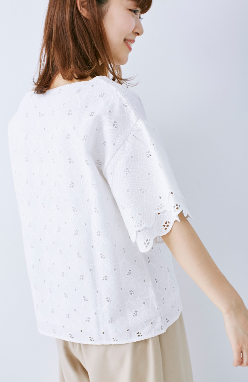 エムトロワ Tシャツ感覚で着られる フラワーレースのティアードスリーブトップス <ホワイト>の商品写真4