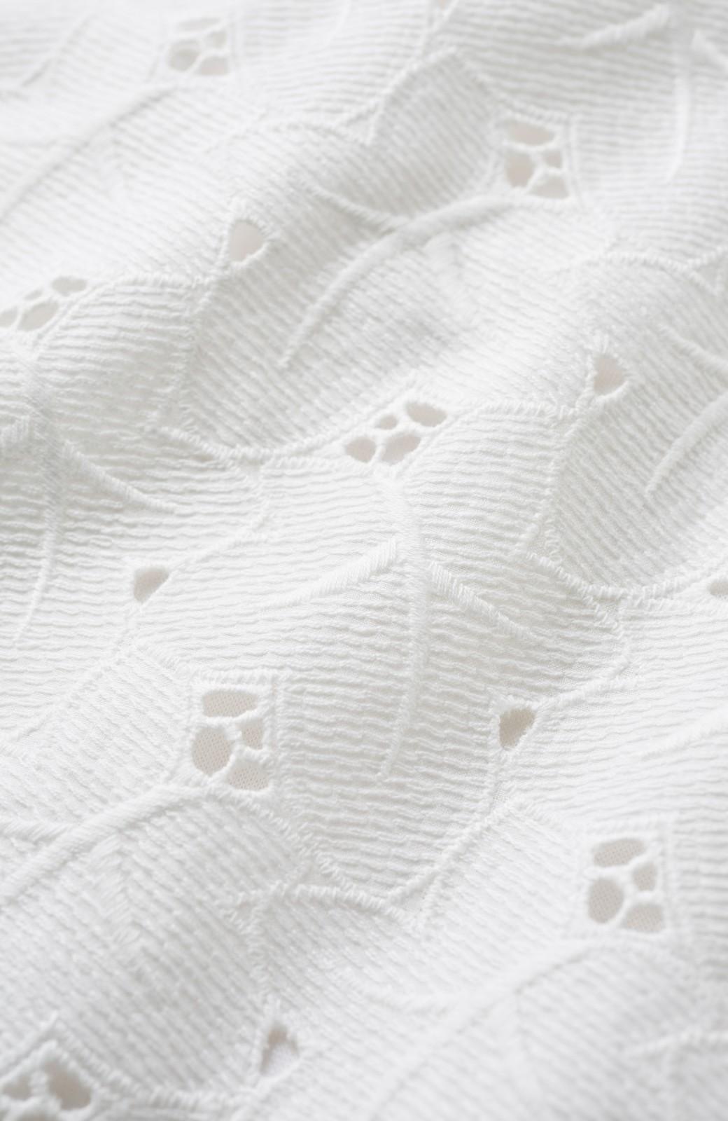 エムトロワ Tシャツ感覚で着られる フラワーレースのティアードスリーブトップス <ホワイト>の商品写真3
