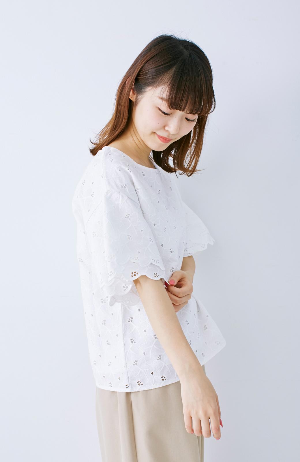 エムトロワ Tシャツ感覚で着られる フラワーレースのティアードスリーブトップス <ホワイト>の商品写真10