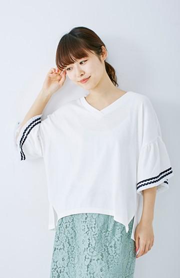 エムトロワ 女らしくフリンジを楽しむ Vネックふんわり袖トップス <ホワイト>の商品写真