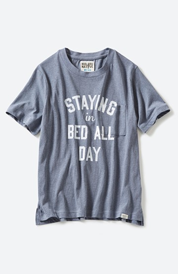 haco! MALIBU NATIVE STAYING in BED ALL DAY Tシャツ <ダークブルー>の商品写真